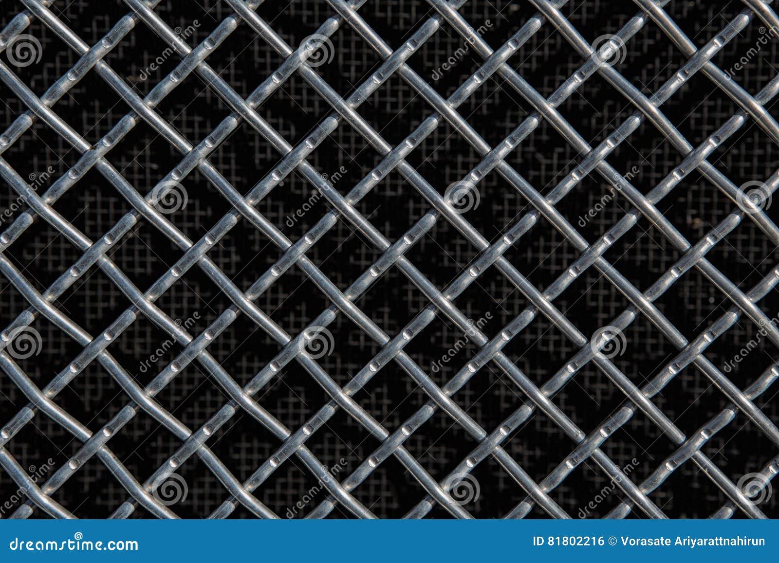 Решетка металла на черной предпосылке