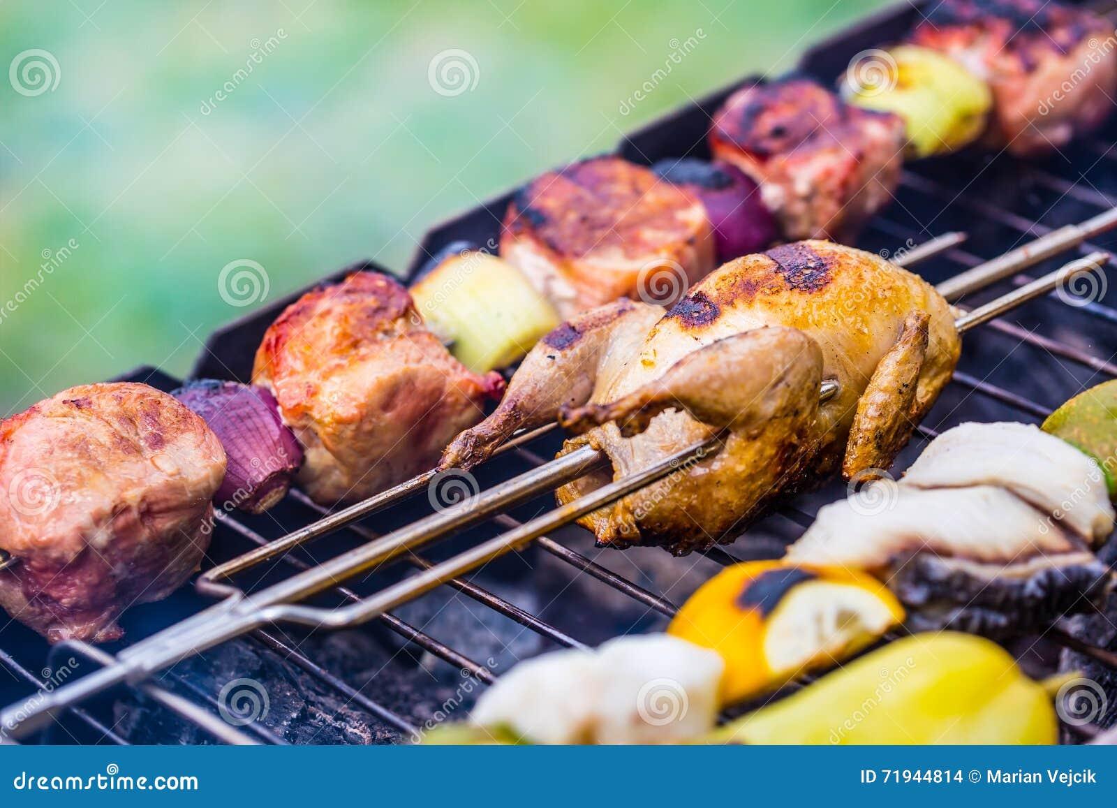 решетка Триперстки на гриле зажаренное мясо fries маринует свинину Бургеры гриля Овощи гриля Протыкальник гриля