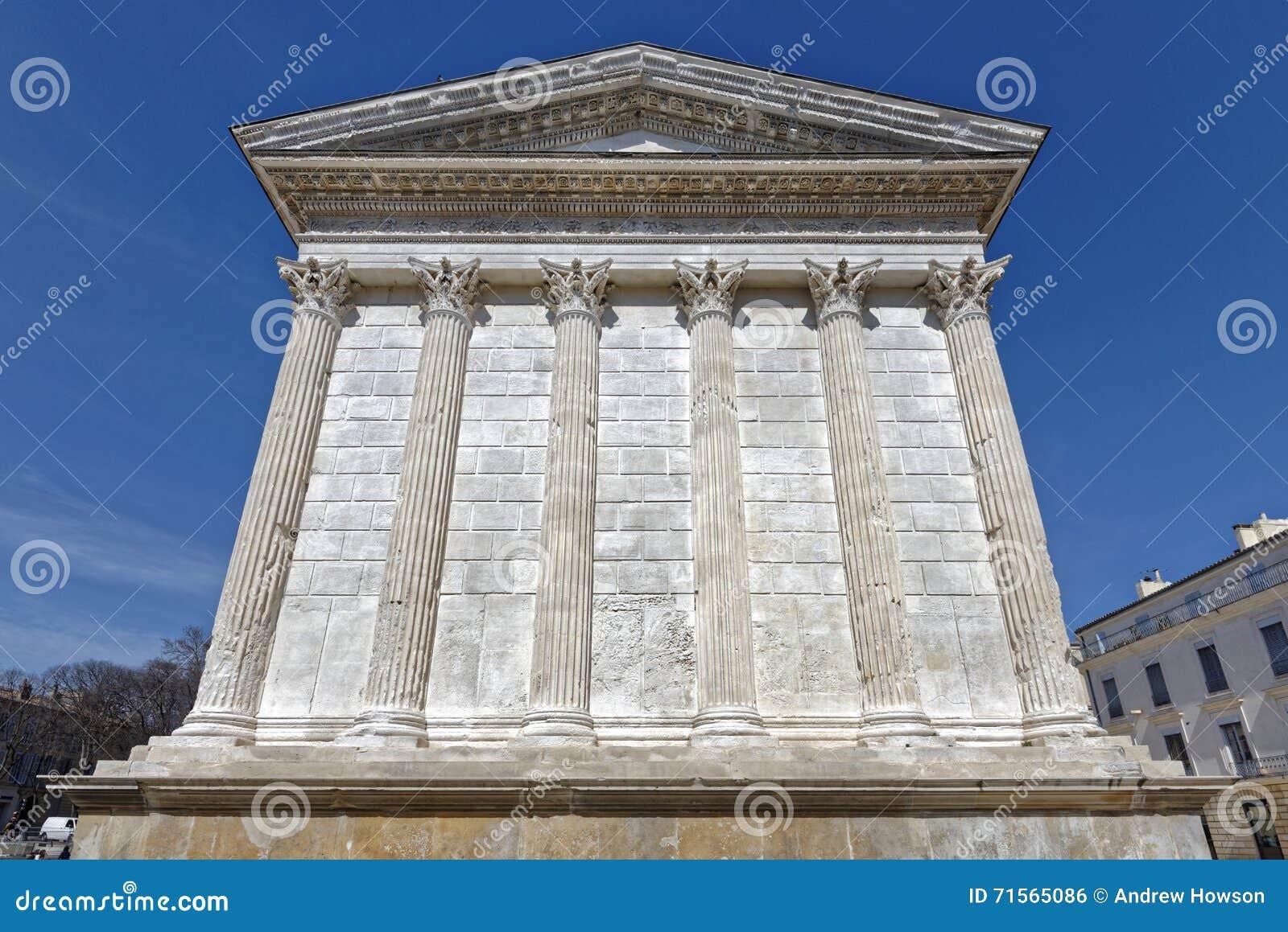Римский висок, Maison Carree, в Nimes Франции