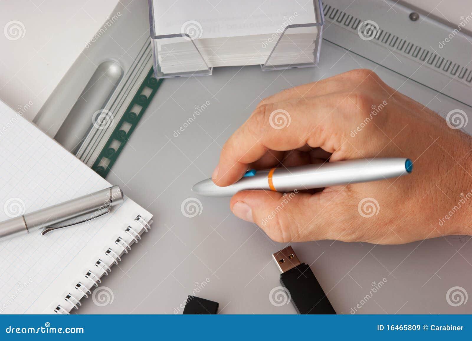 рисует людей s руки
