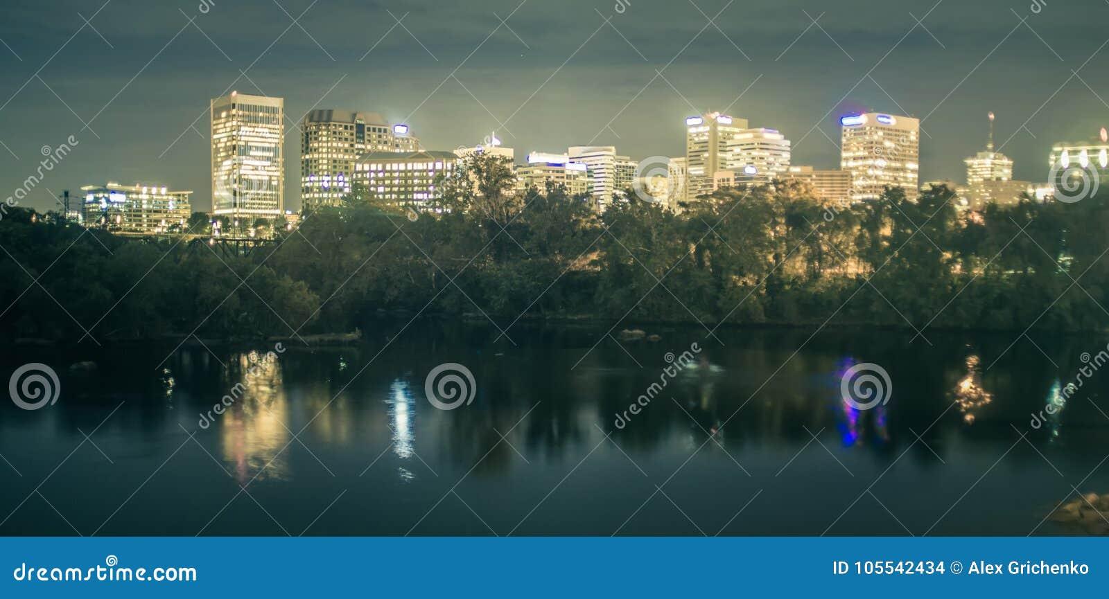 Ричмонд, Вирджиния, горизонт США городской на James River