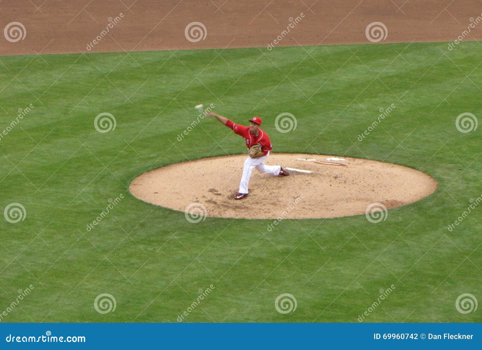 Роберт Stephenson делает его дебют высшей лиги бейсбола