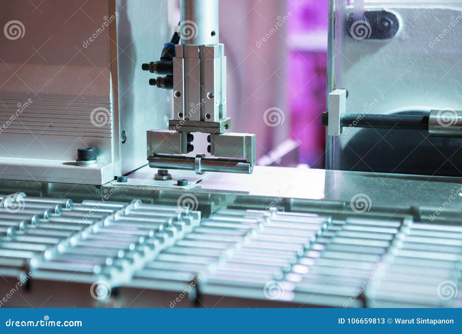 Робототехническая автоматизация выбора и места руки;