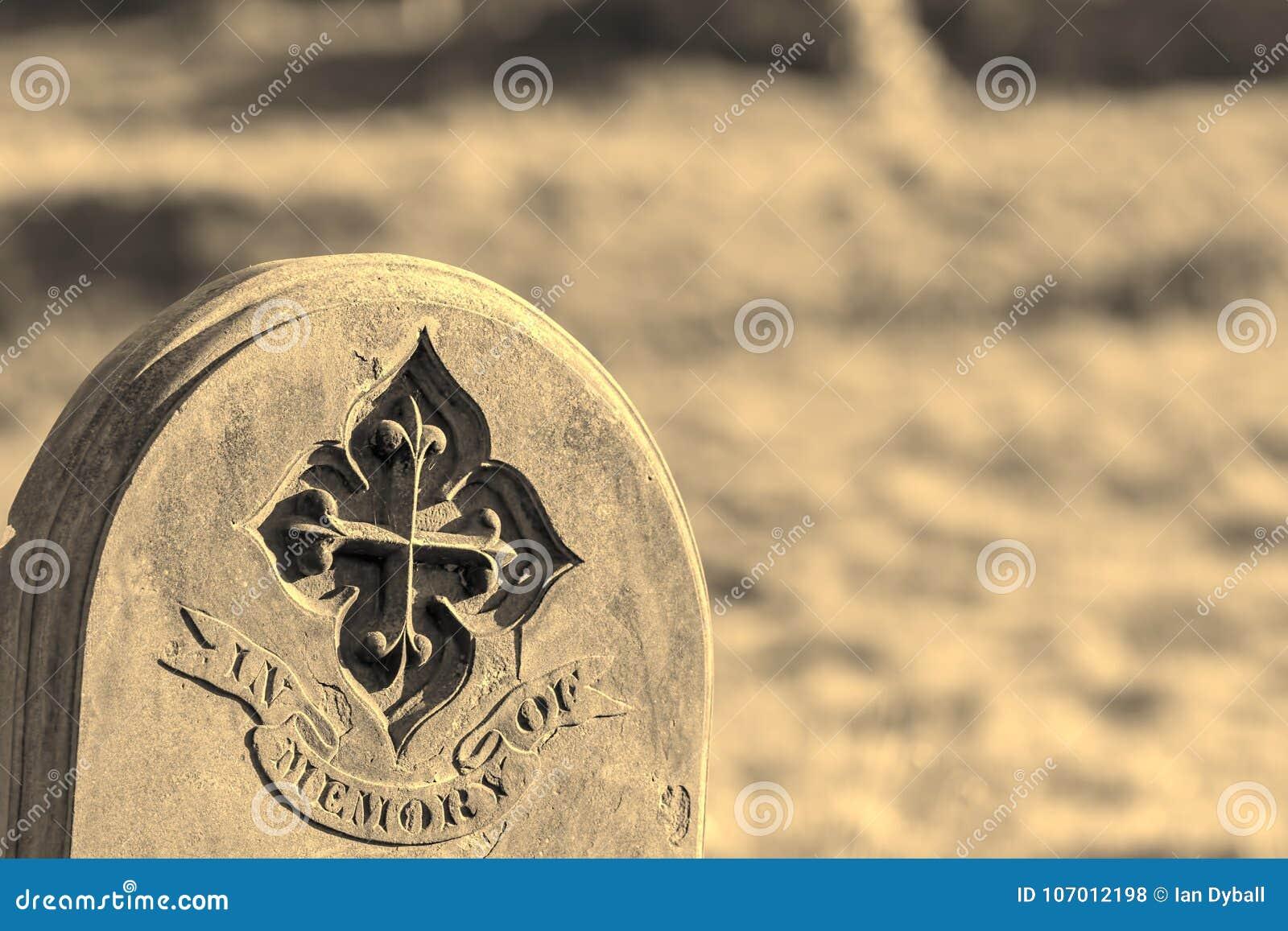 Родословная и родословие Вписанный могильный камень Moonochrome старый