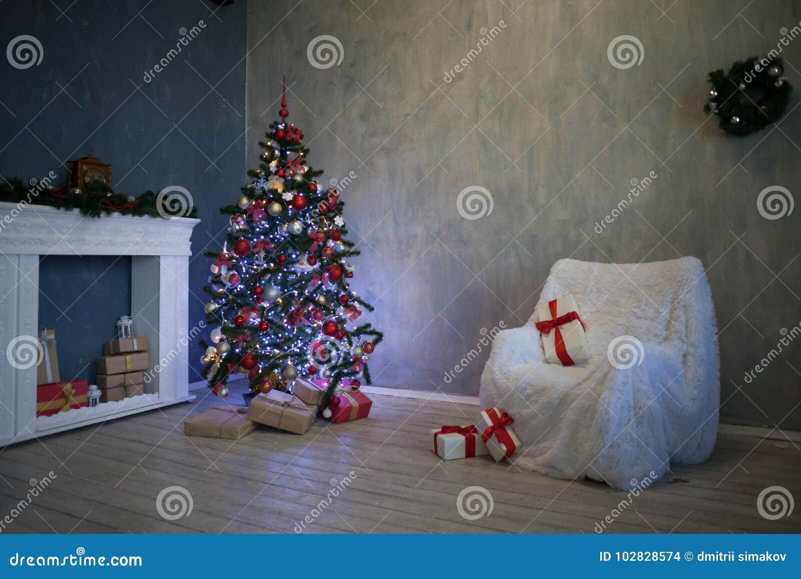 Рождественская елка с настоящими моментами, гирлянда освещает Новый Год 2018 2019