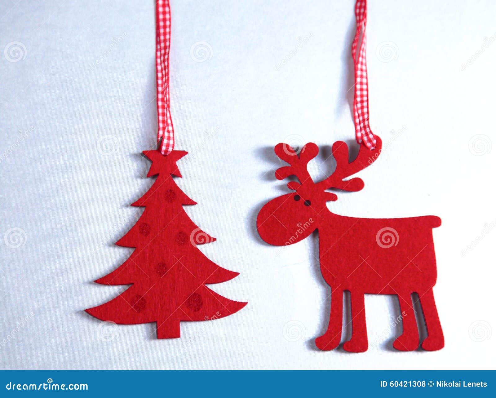 Рождество Изолят северного оленя и рождественской елки дальше