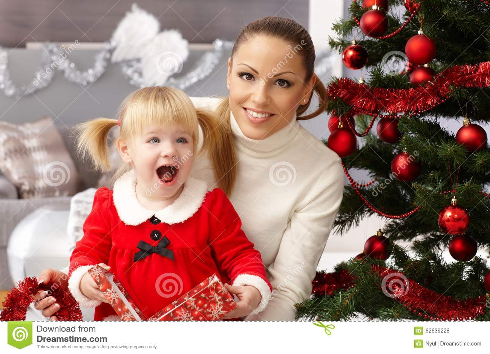 рождество кто-нибудь striped чулки удивляет tiptoe к xmas вала
