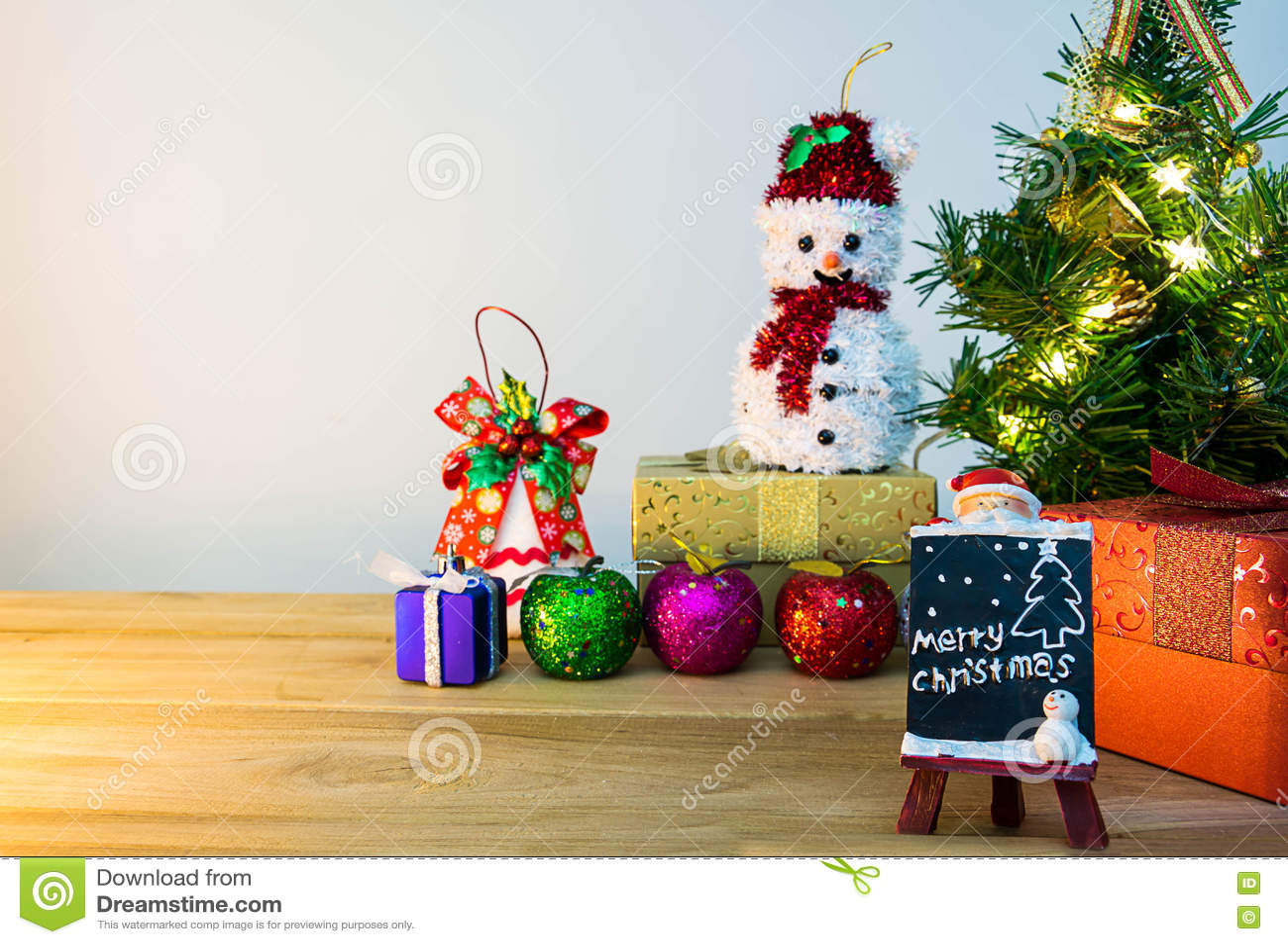 Рождество Mary и счастливое событие Нового Года на древесине Раскройте теплый whit