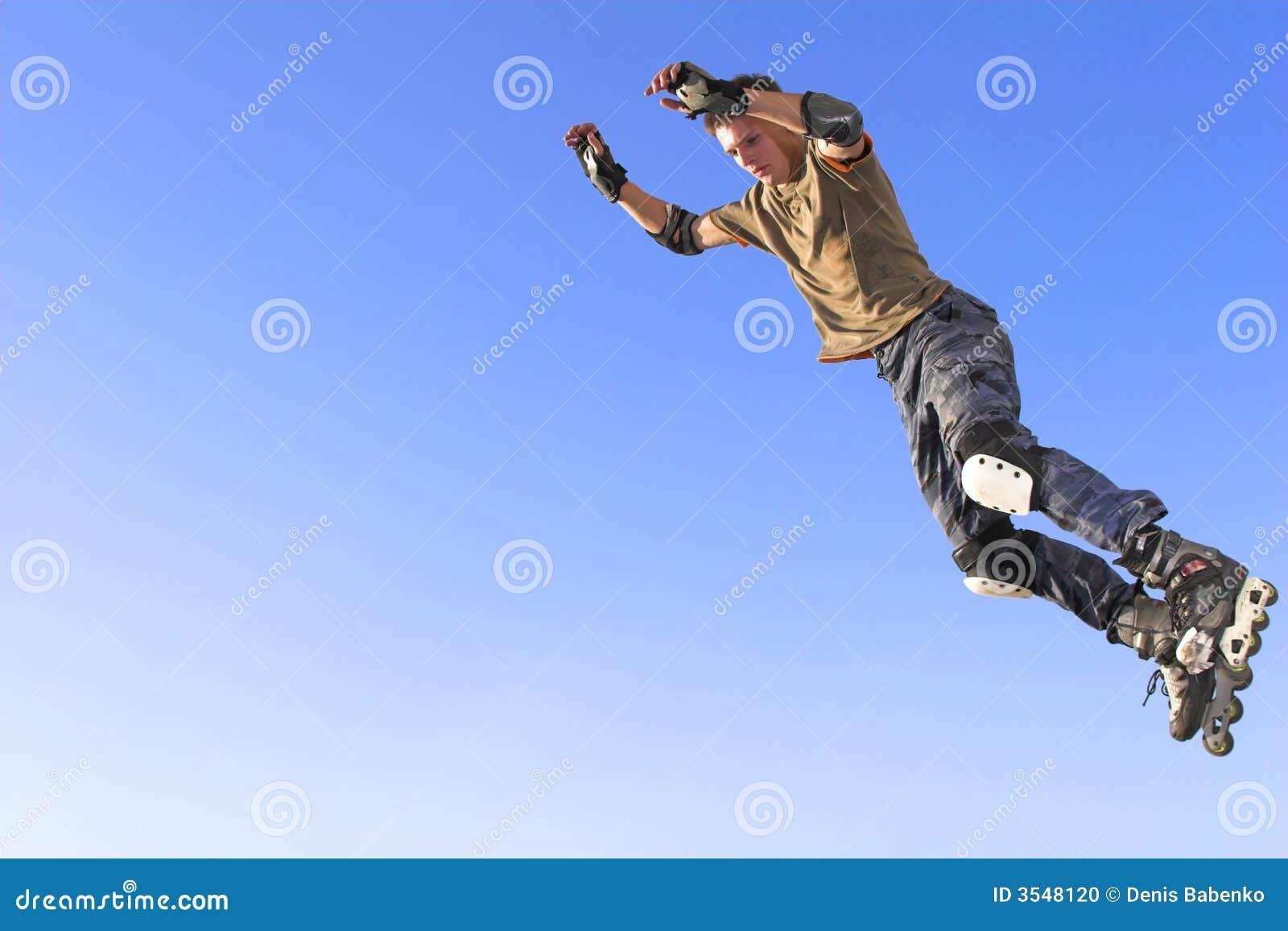 ролик активного мальчика скача