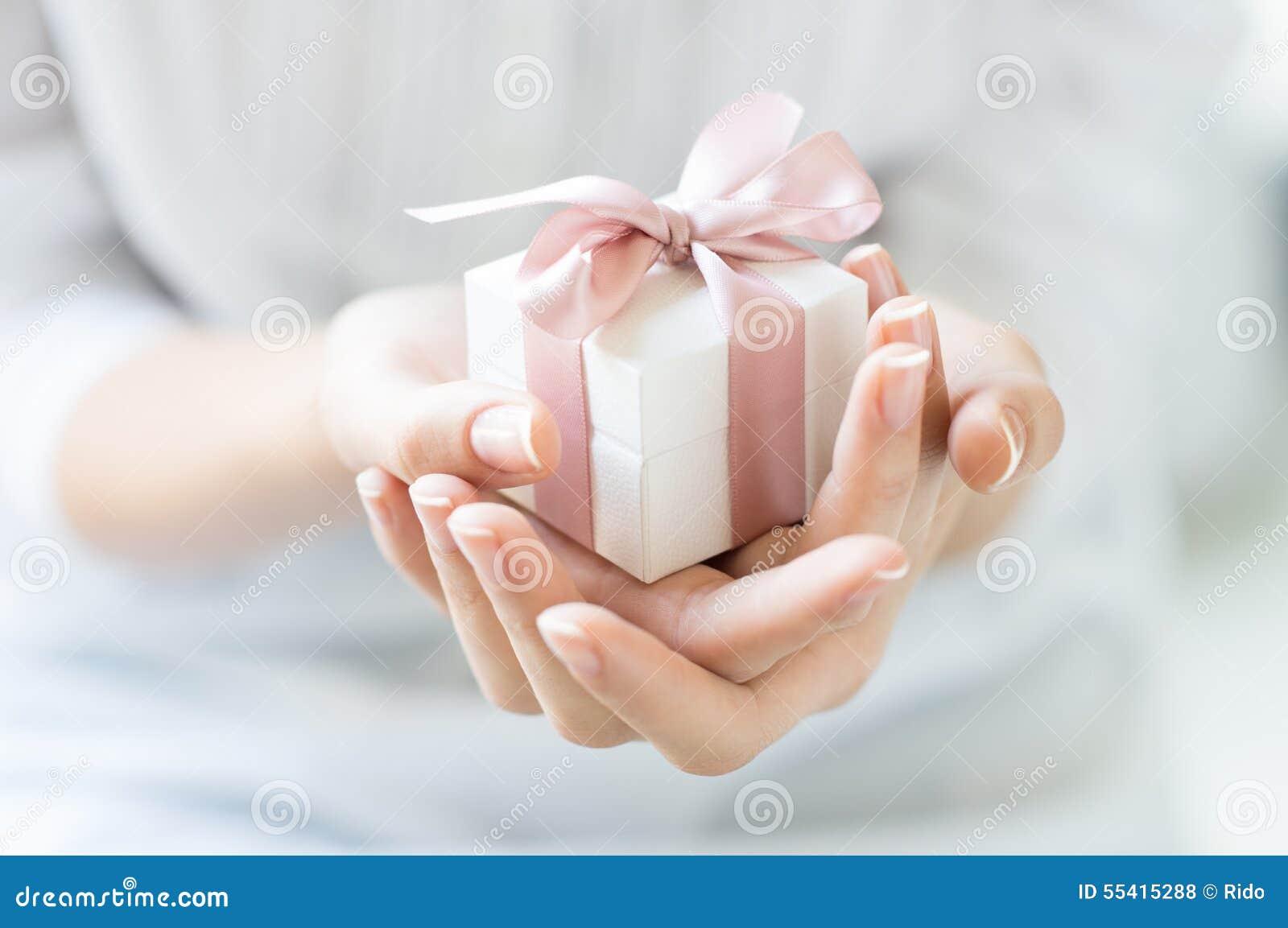 Романтичная коробка подарка