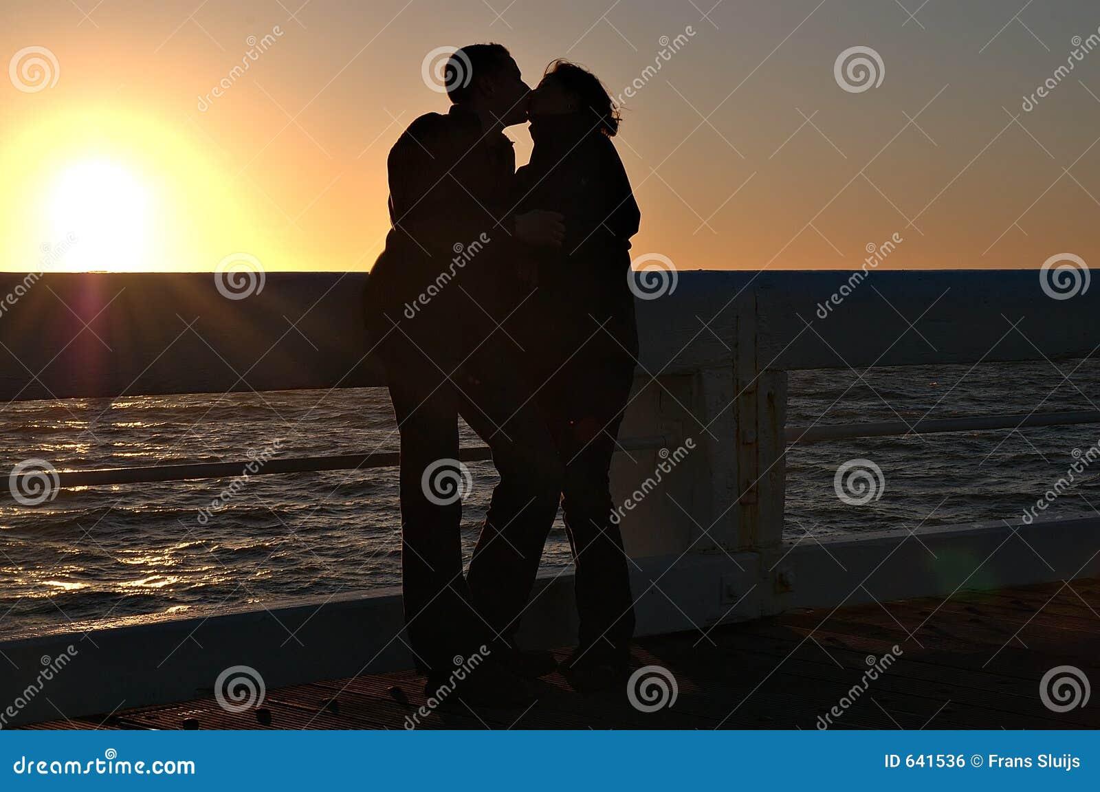 Download романтичный заход солнца стоковое фото. изображение насчитывающей рогово - 641536