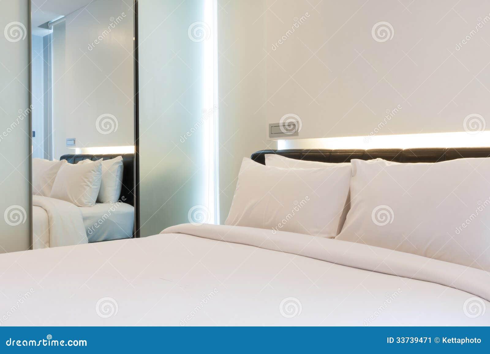 Роскошная белая спальня