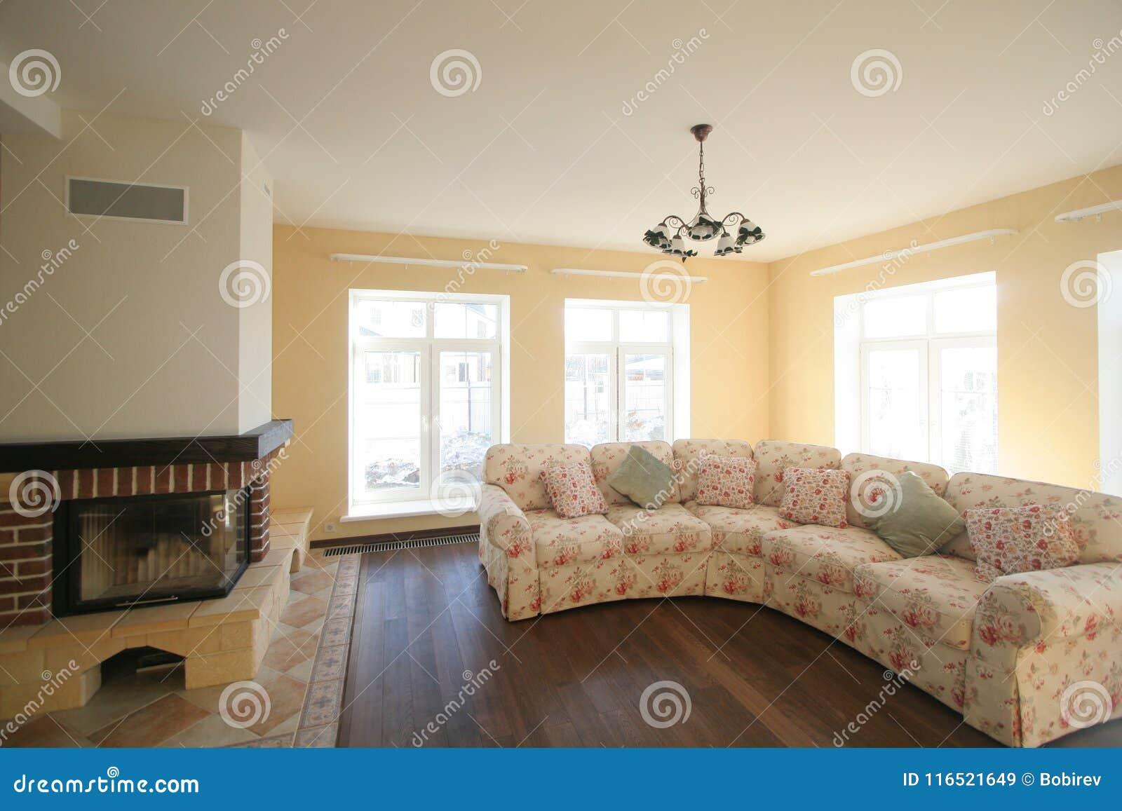Роскошная живущая комната, красивый вход