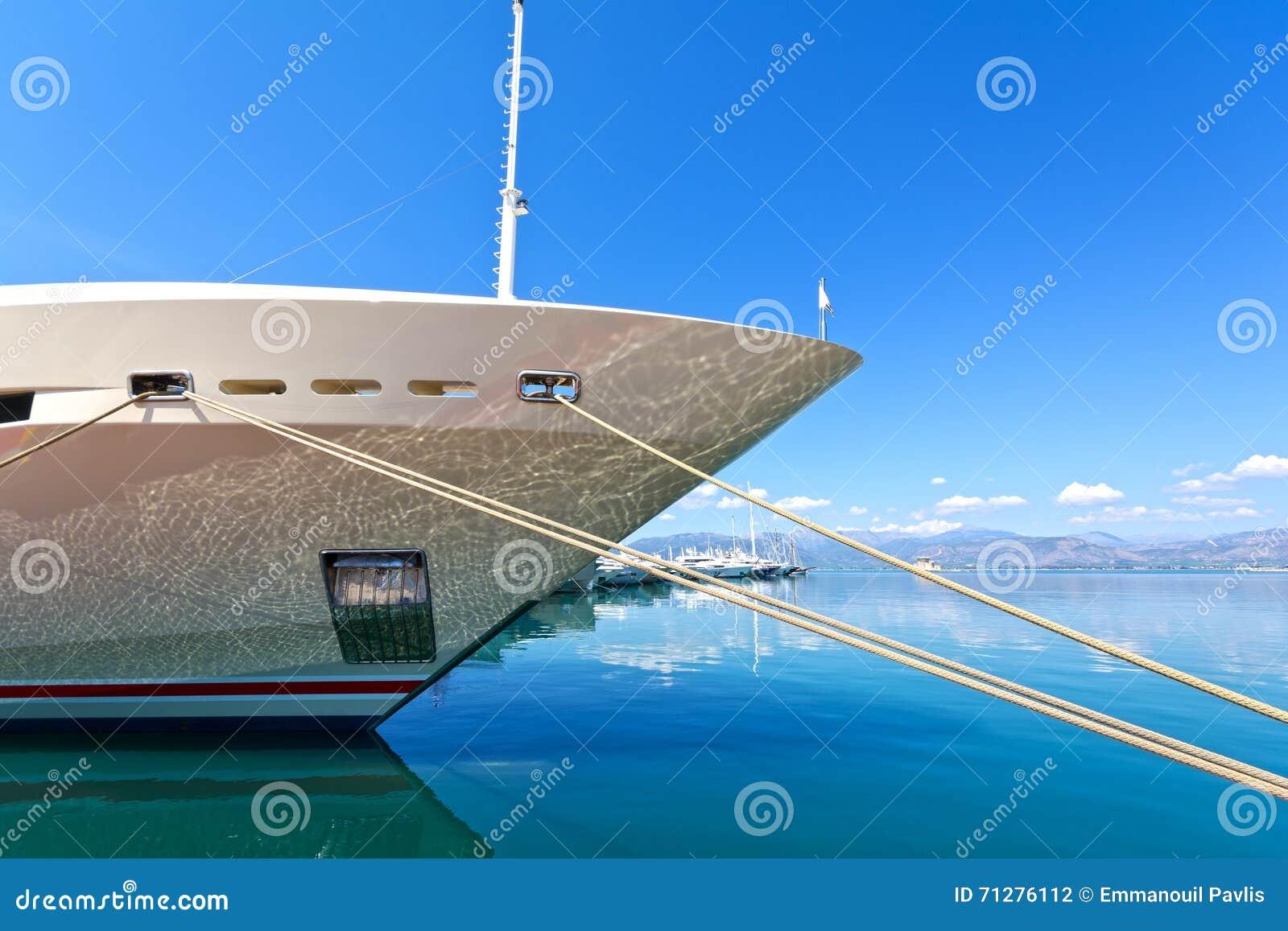 Роскошная мега-яхта