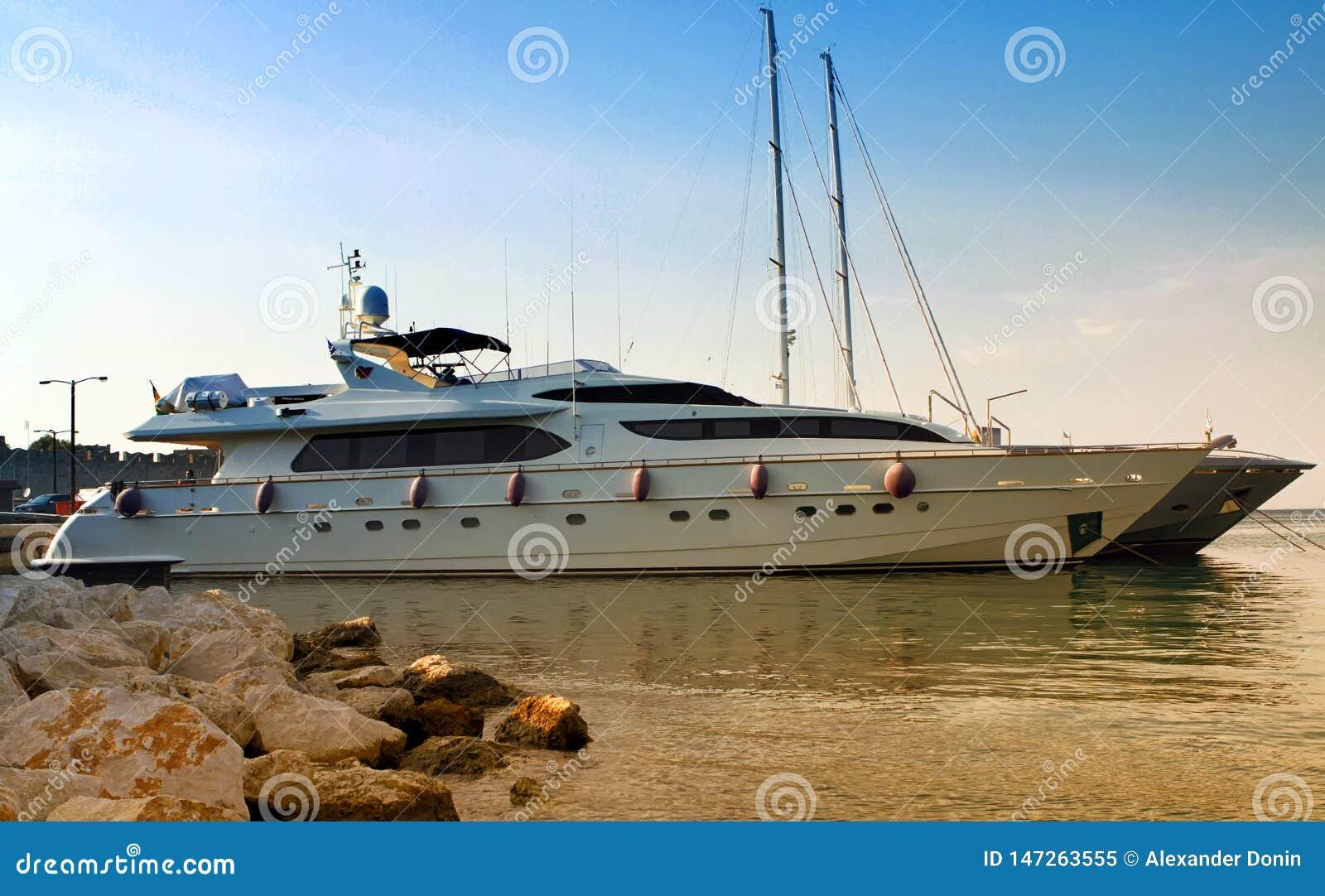 Роскошная частная яхта мотора