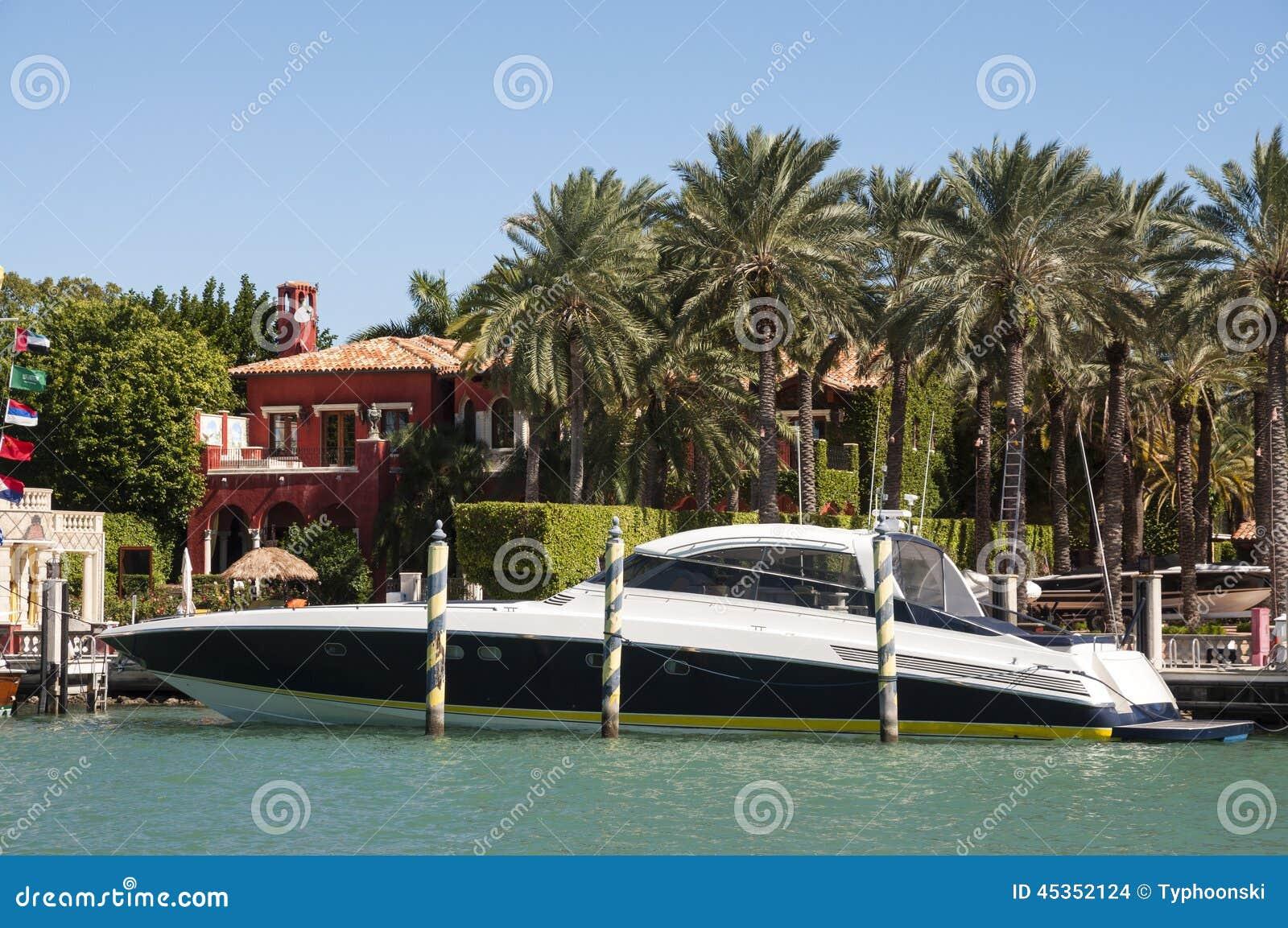 Роскошная яхта мотора в Майами