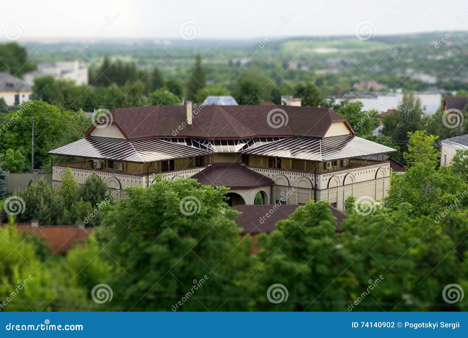 Роскошный дом в пригородах