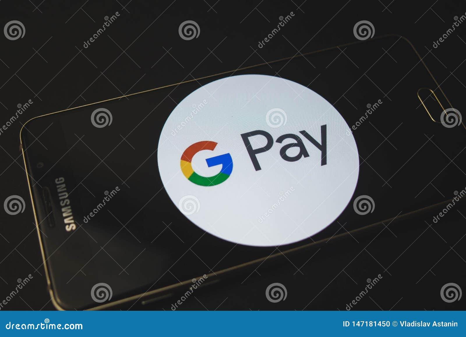 Российская Федерация Воронеж - могут 9, 2019: Мобильный телефон Samsung который показывает приложение оплаты андроида на экране к