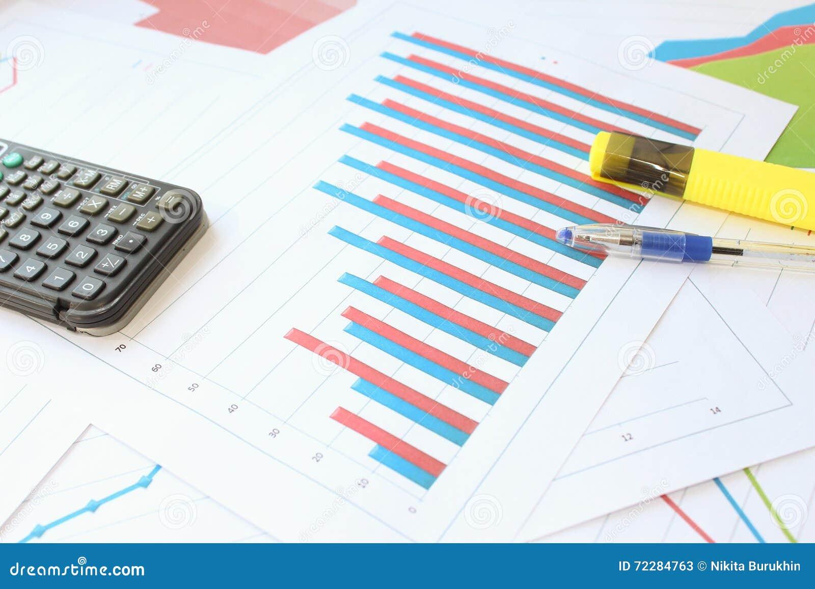 Download Рост 2 индикаторов на гистограмме с группой Стоковое Изображение - изображение насчитывающей concept, индикаторы: 72284763