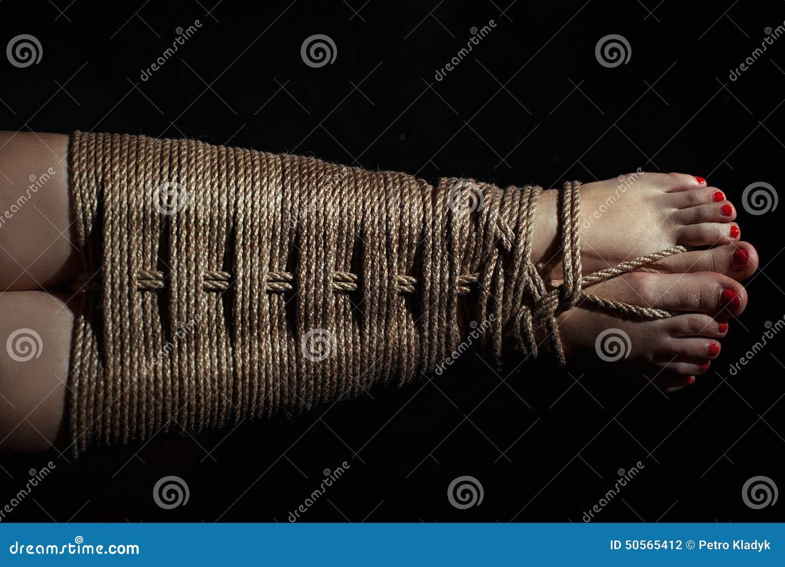 фото связанные женские ножки