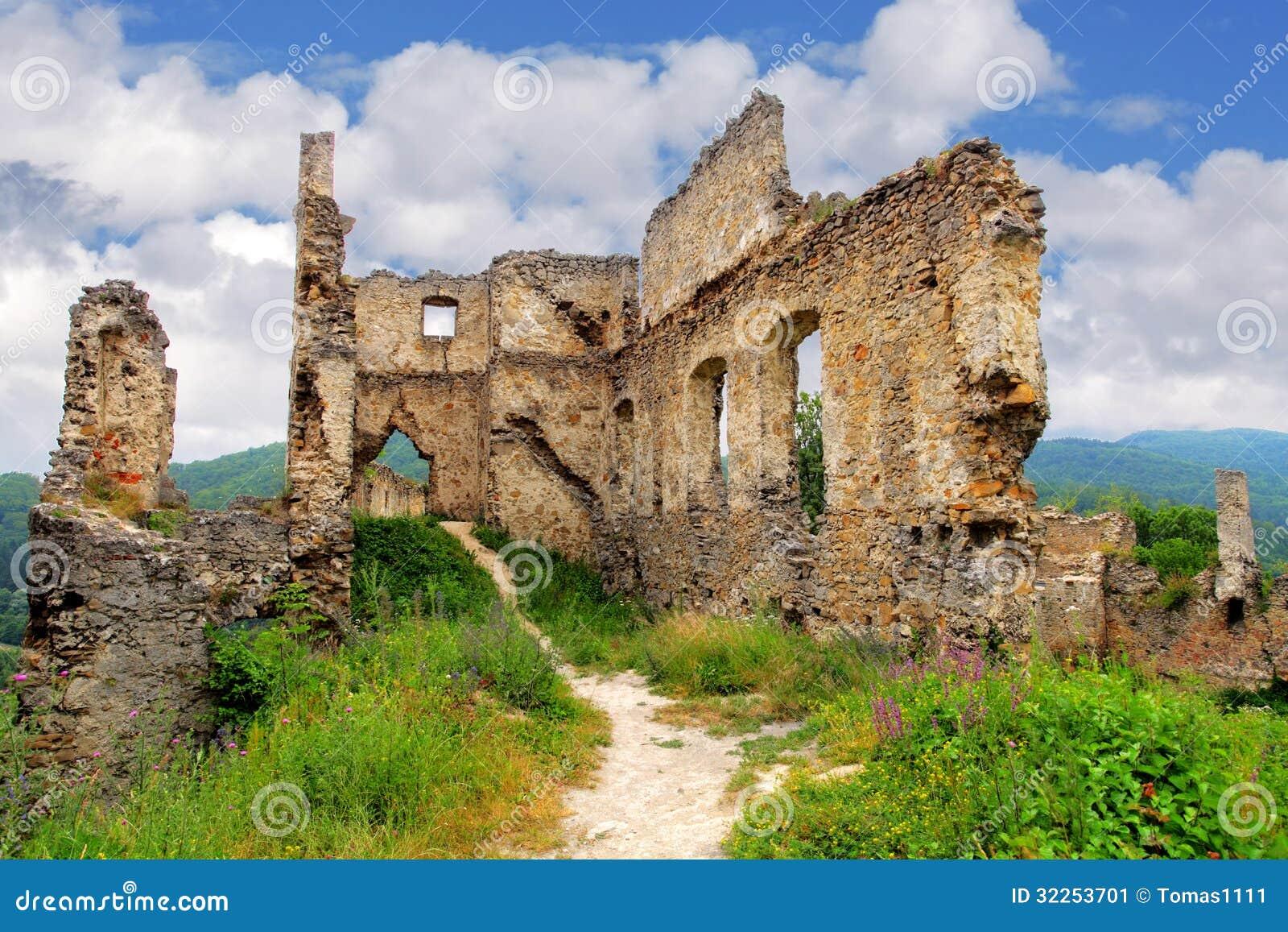 Руина замка - hrad Povazsky, Словакии