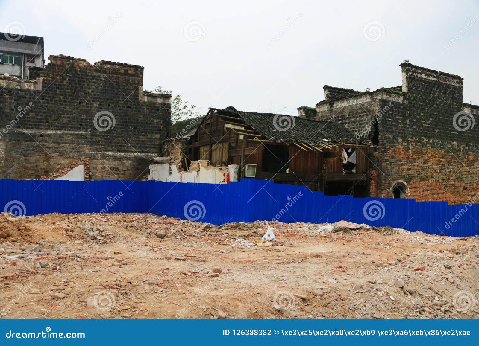 Руины ждать быть отстраиванным заново