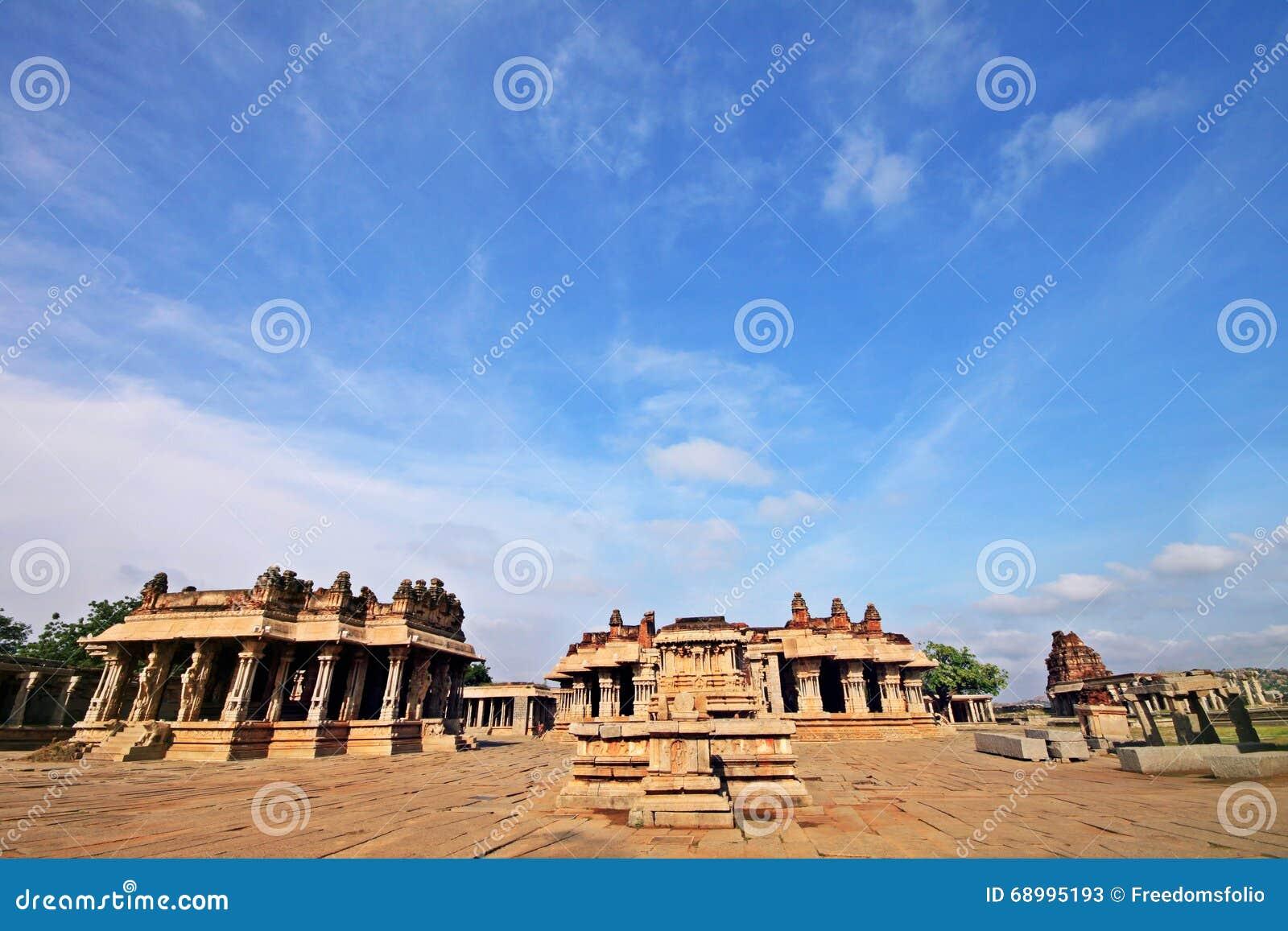 Руины иконического виска Vittala в Hampi, Индии