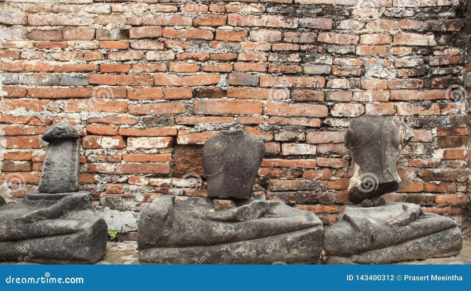 руины Исторический парк со старой статуей Buddhas камня