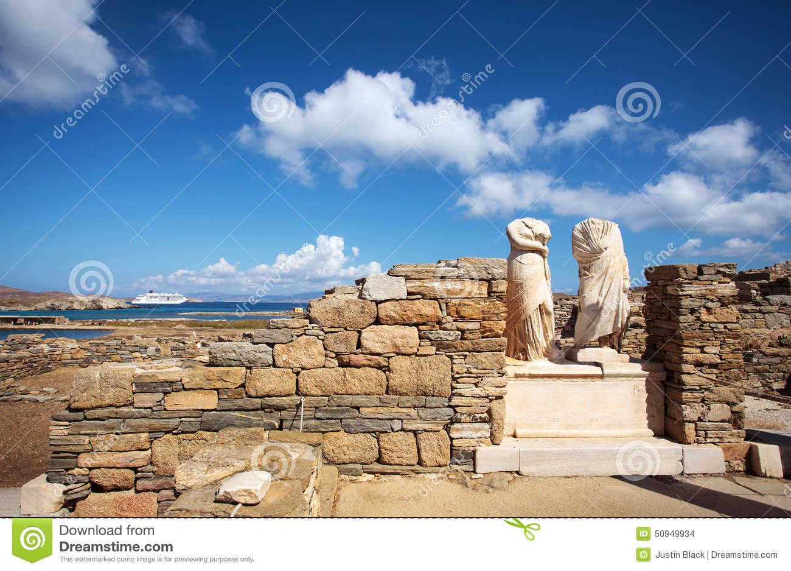 Руины дома Cleopatra в Delos, Греции