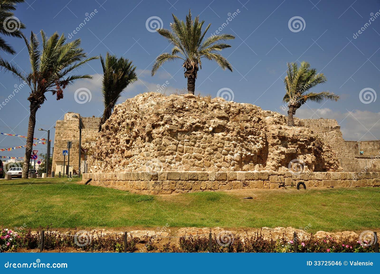 Руины древнего города.