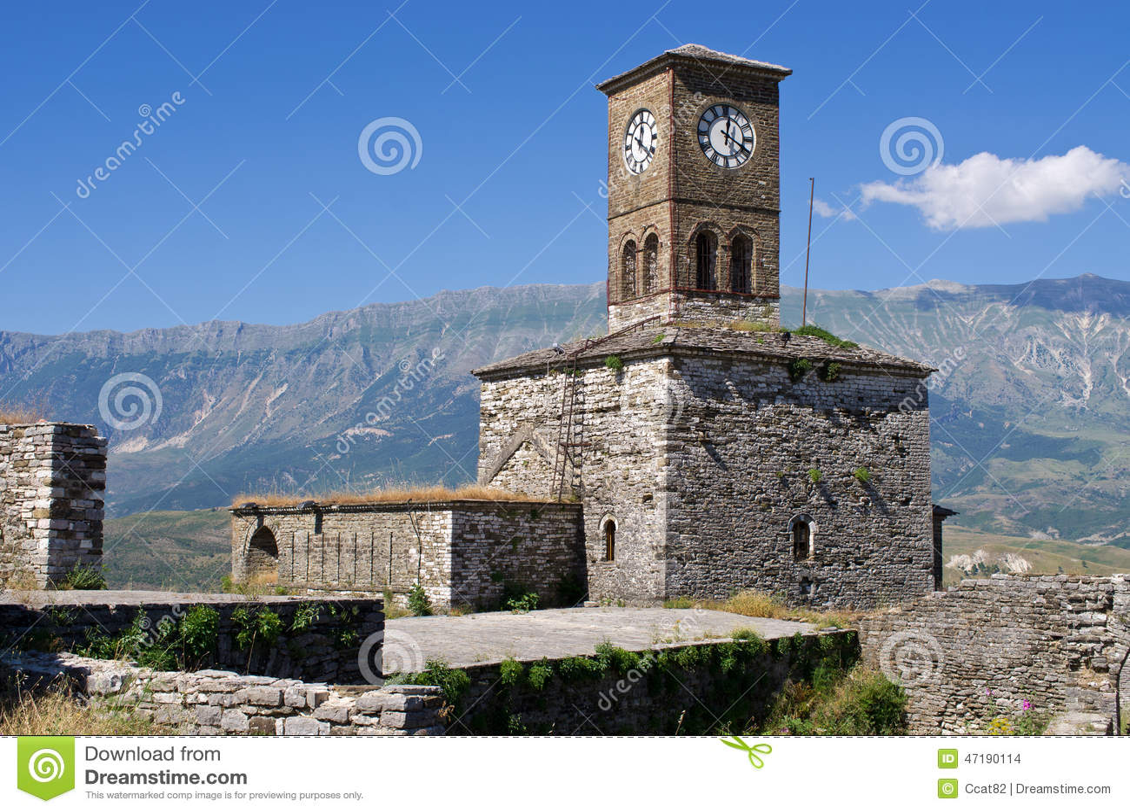 Руины старого замка в Gjirokaster, Албании