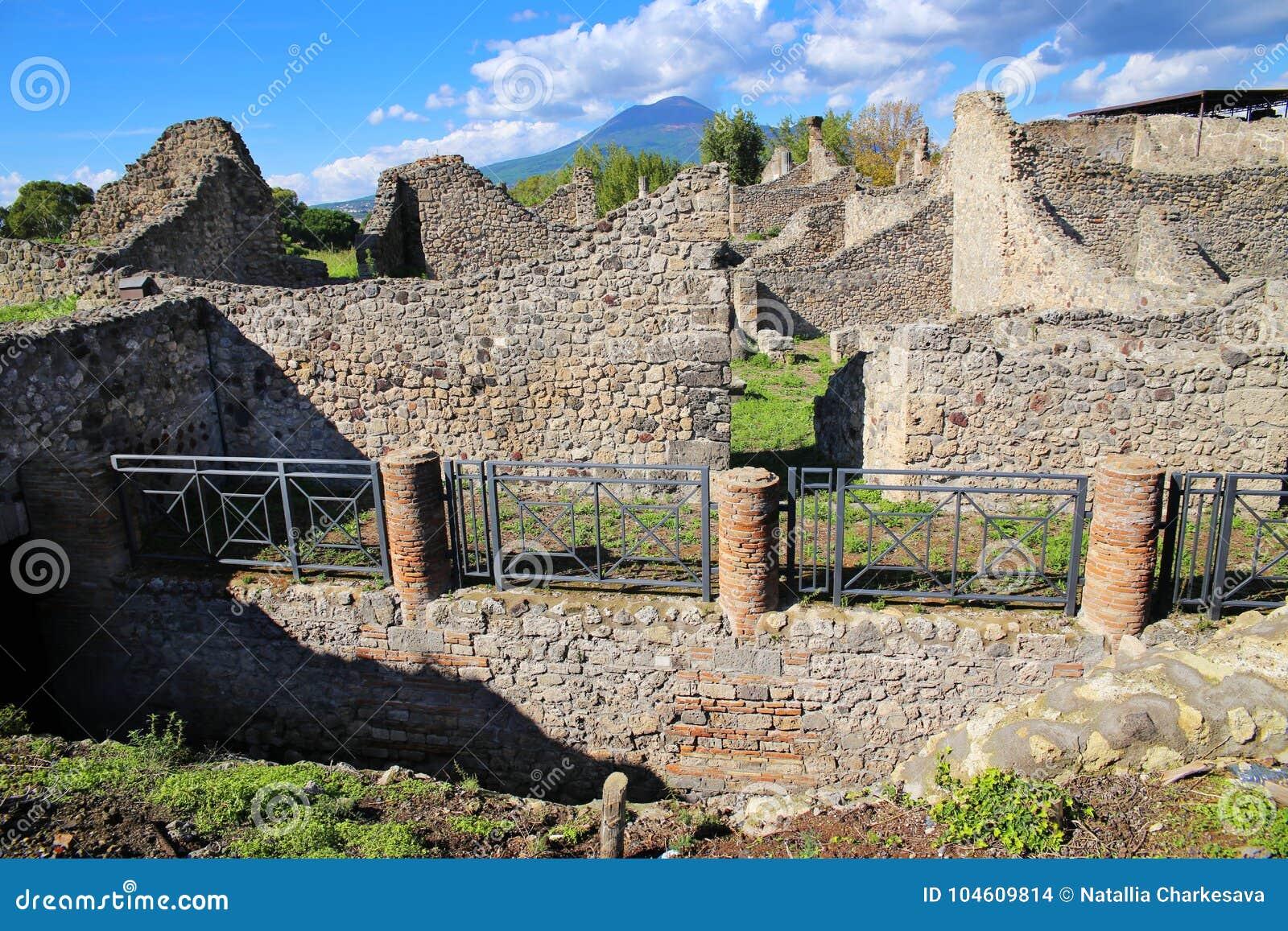 Руины стародедовского города Pompeii