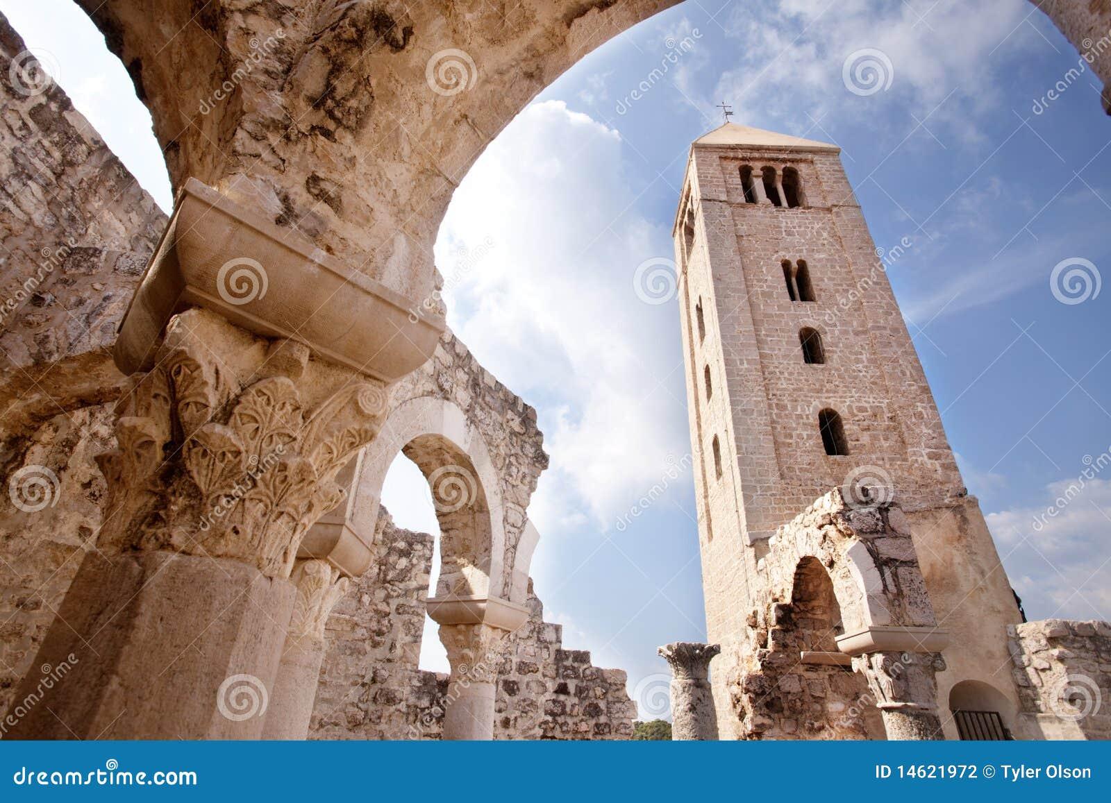 руины церков старые