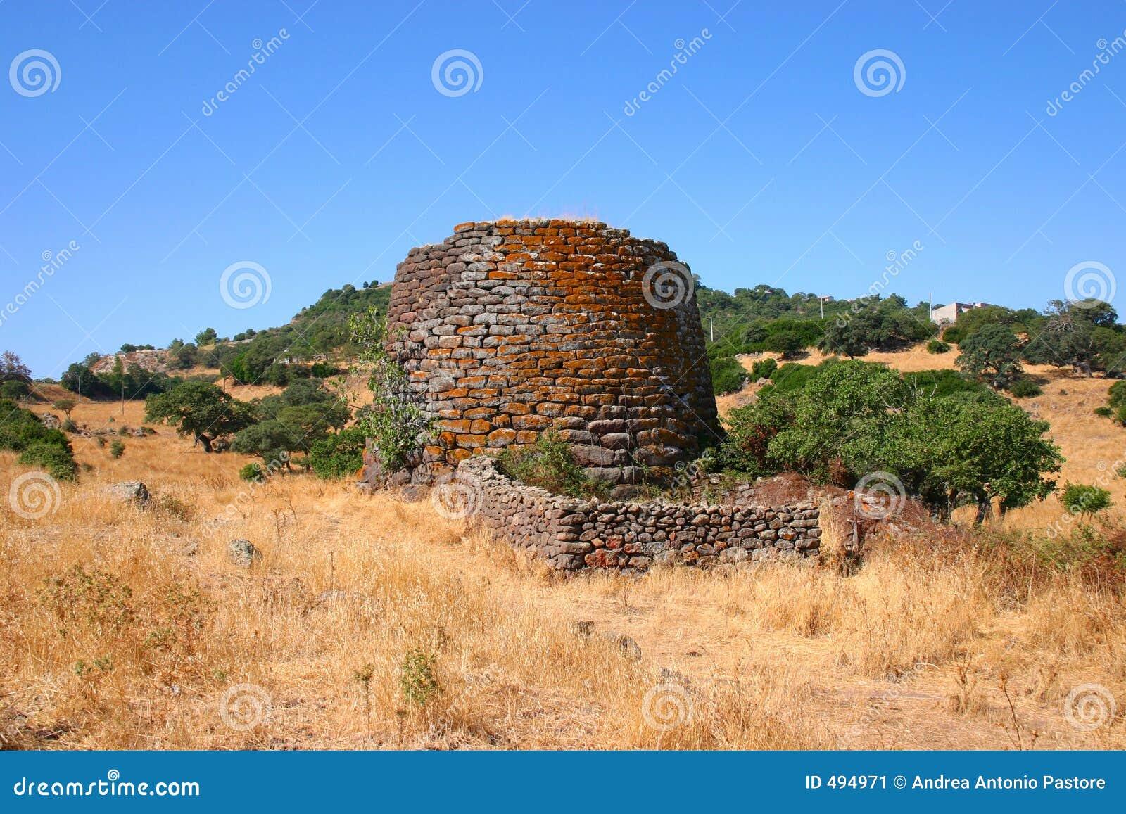 руины nuraghe доисторические