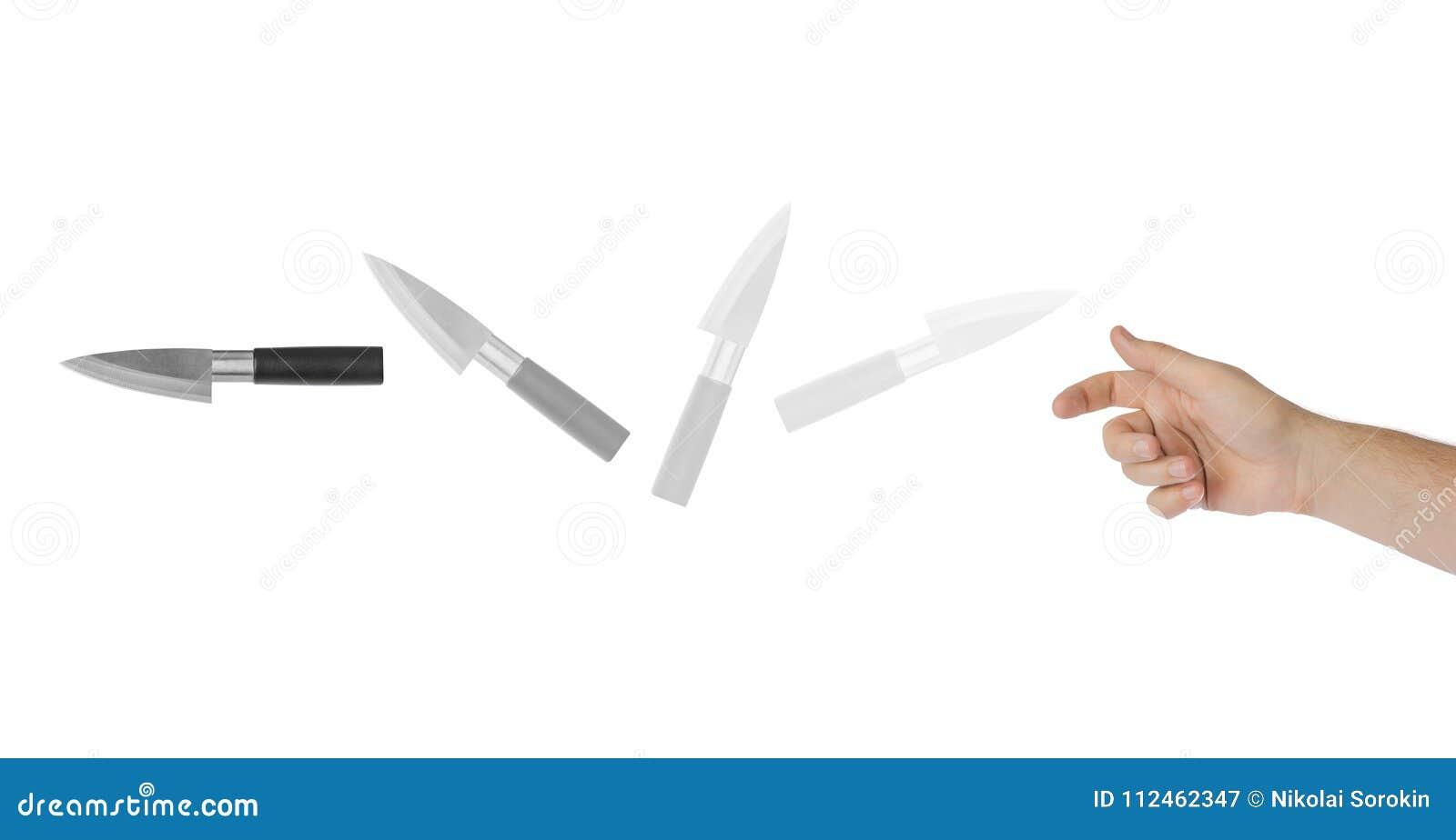 Рука бросает нож