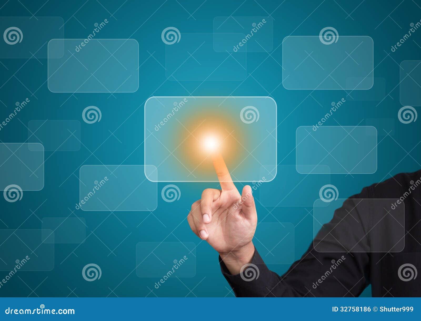 Рука нажимая на интерфейсе экрана касания