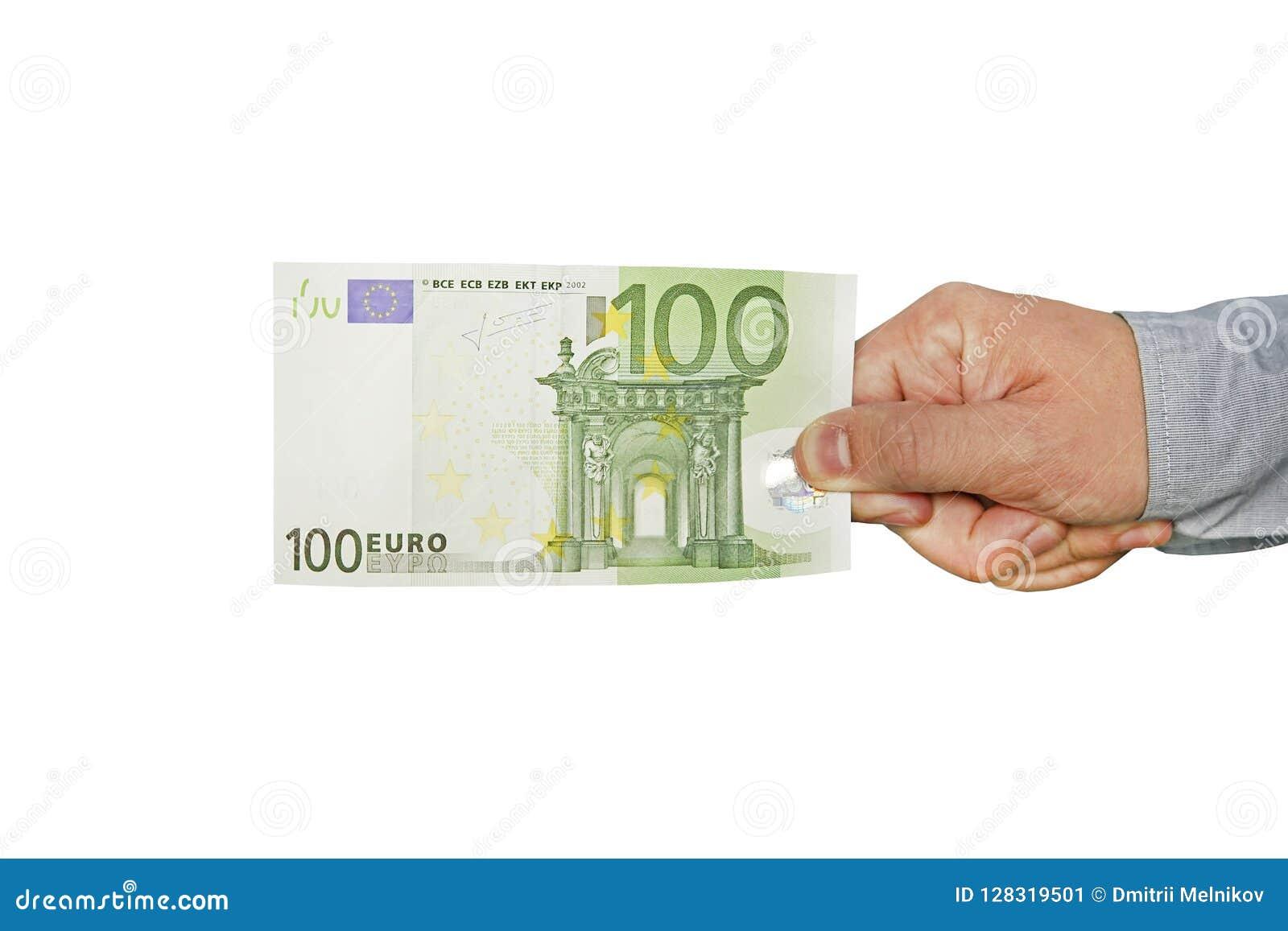 Рука человека держит 100 банкнот евро 100 евро