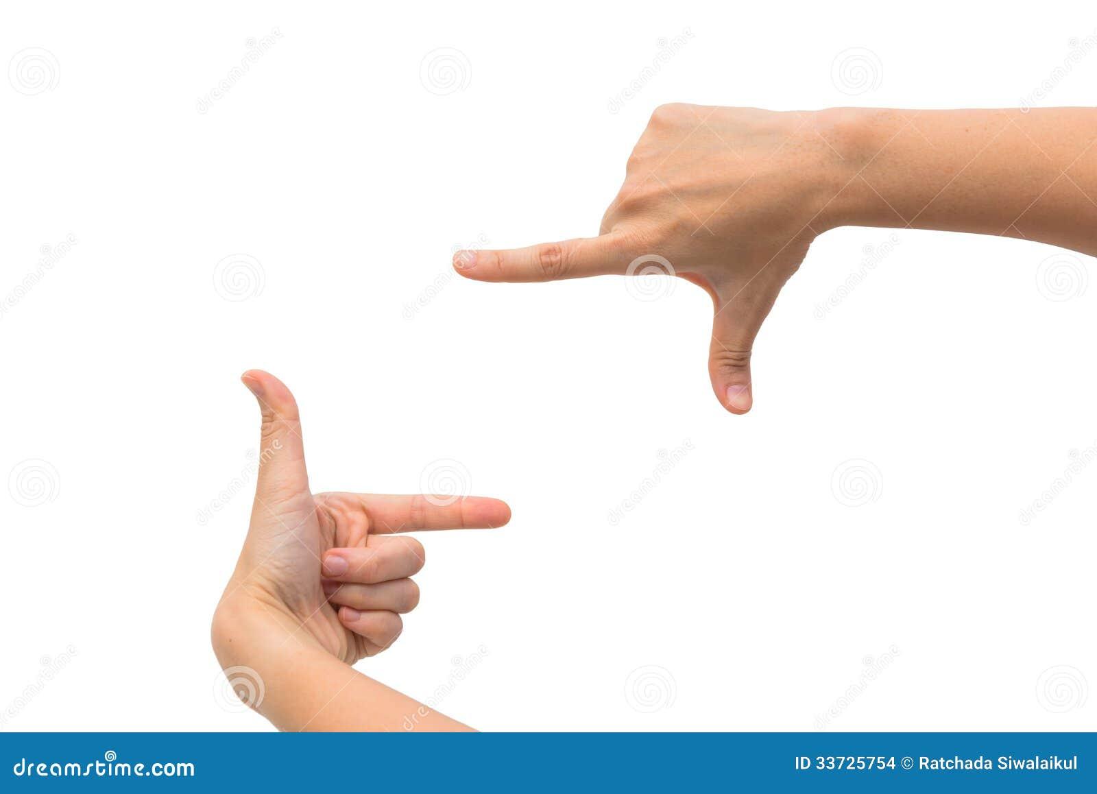 Рука s 2 женщин измеряя незримые детали