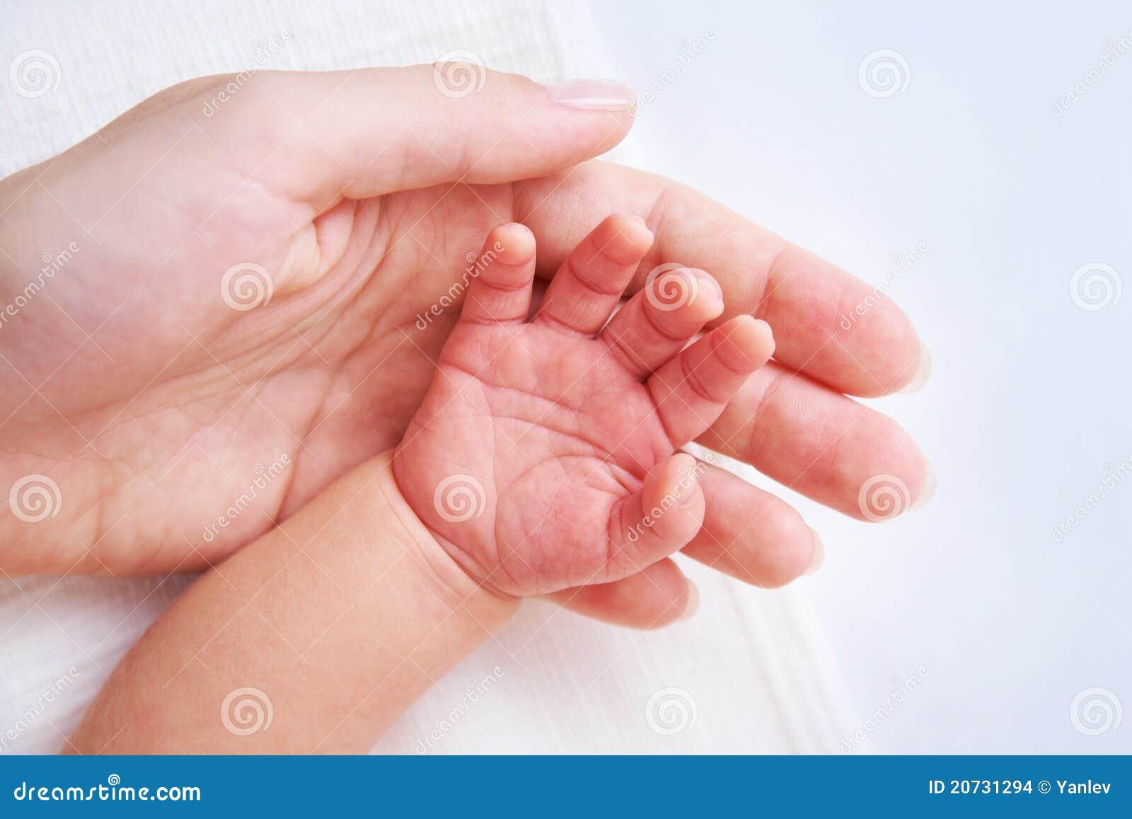 рука s младенца