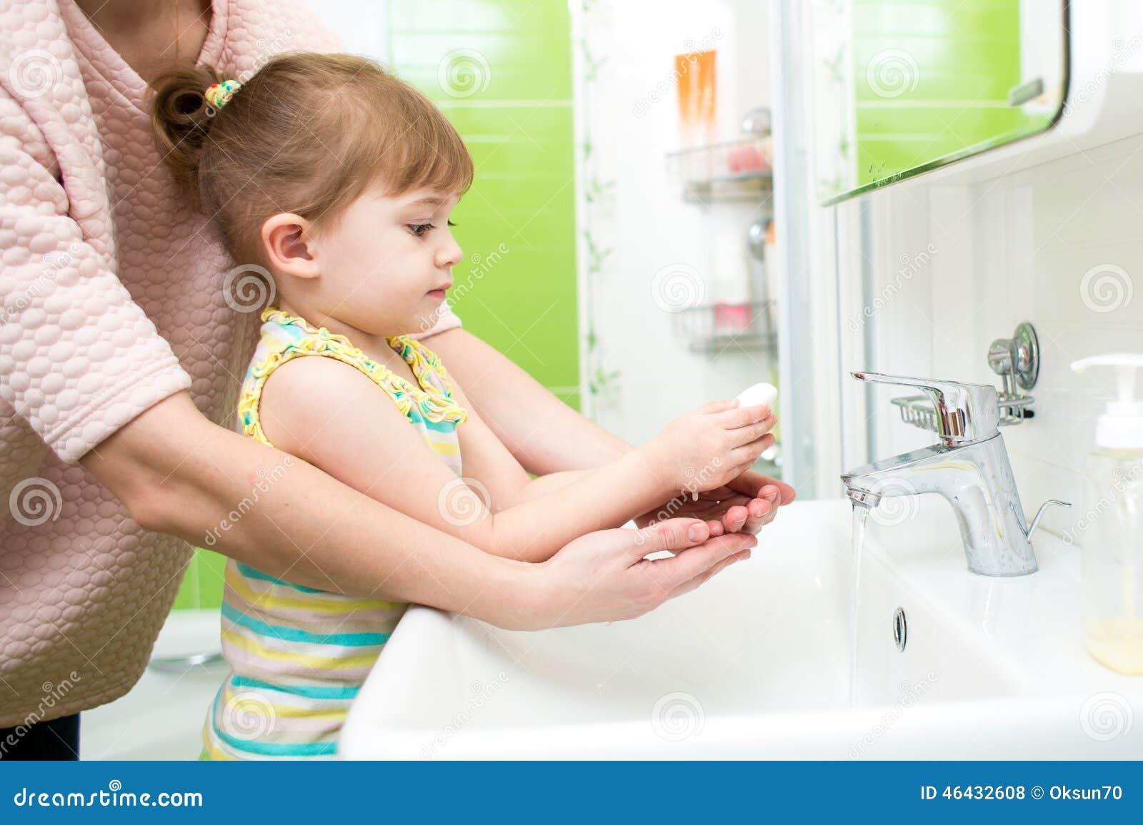 фото парня и девушки в ванной