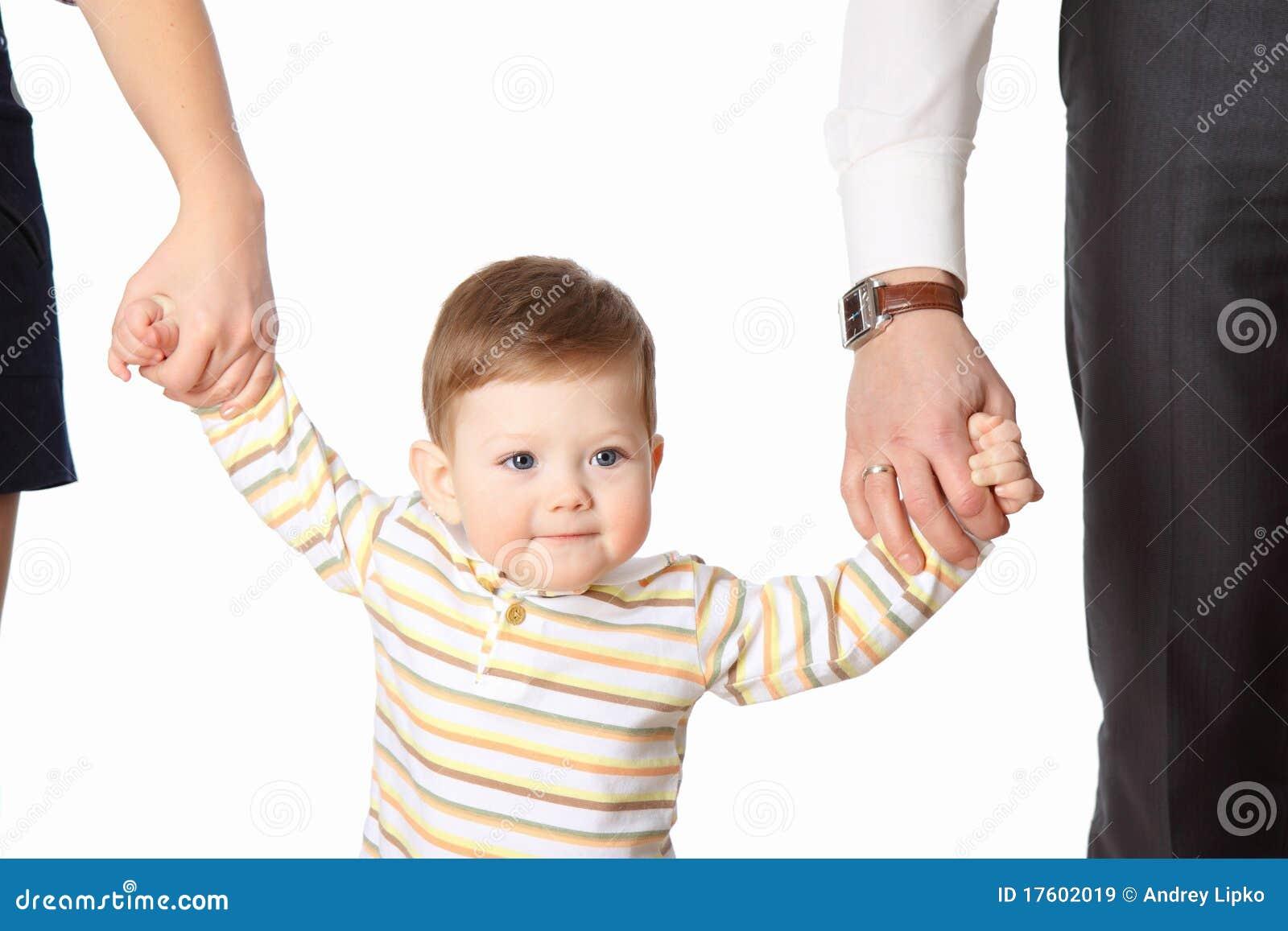 Дети за ручку с родителями фото