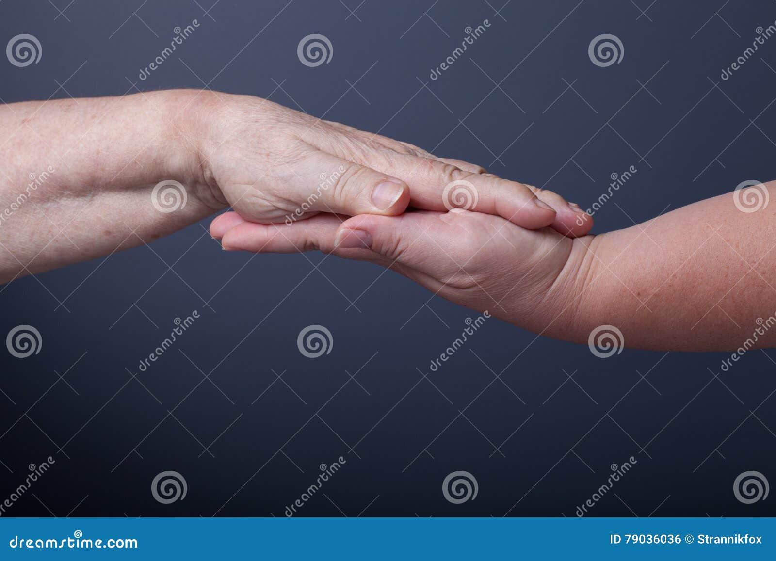 Фото женщин пожилых и молодых