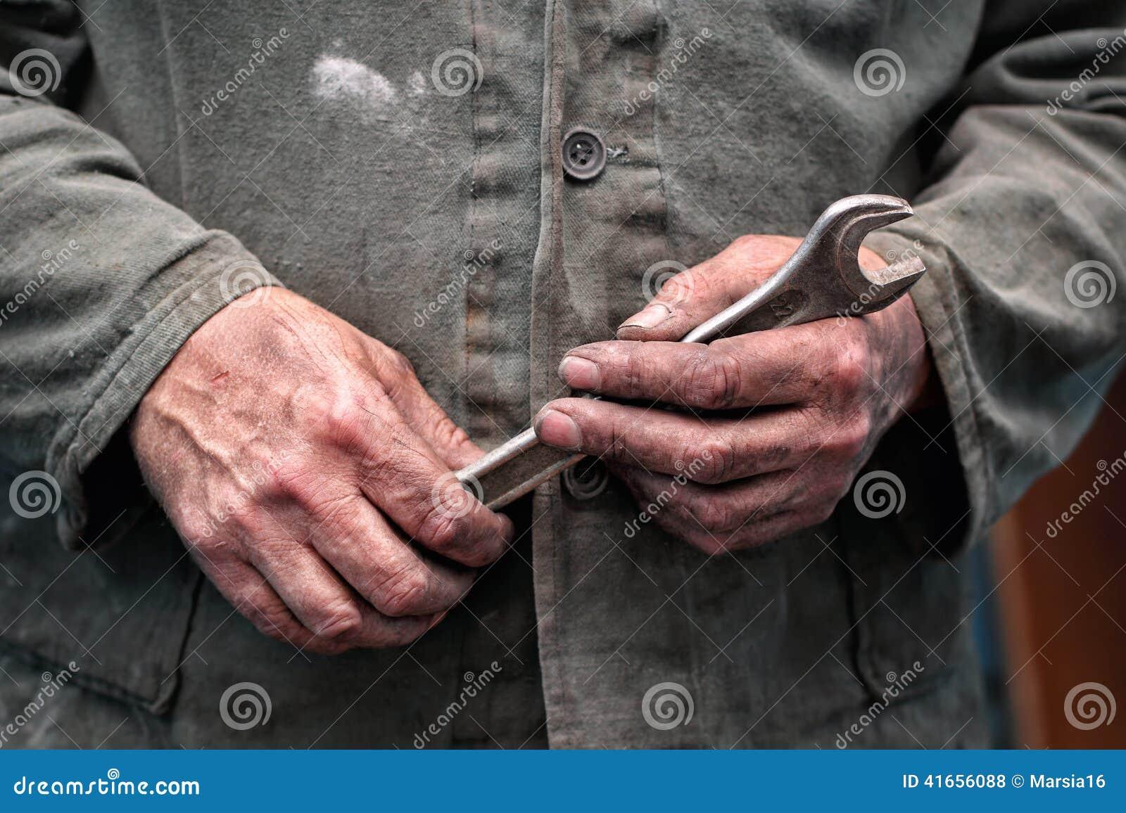 Руки работников