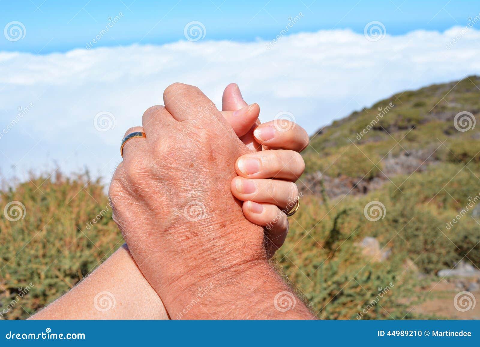 в руках два члена - 6