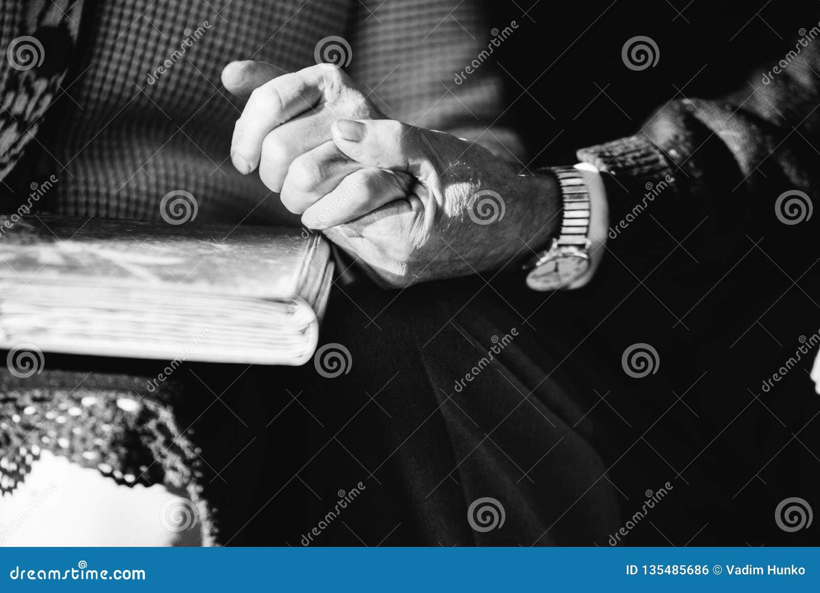Руки старших пар