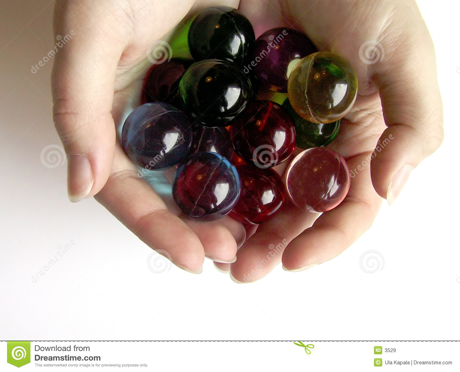 руки шариков покрашенные ванной