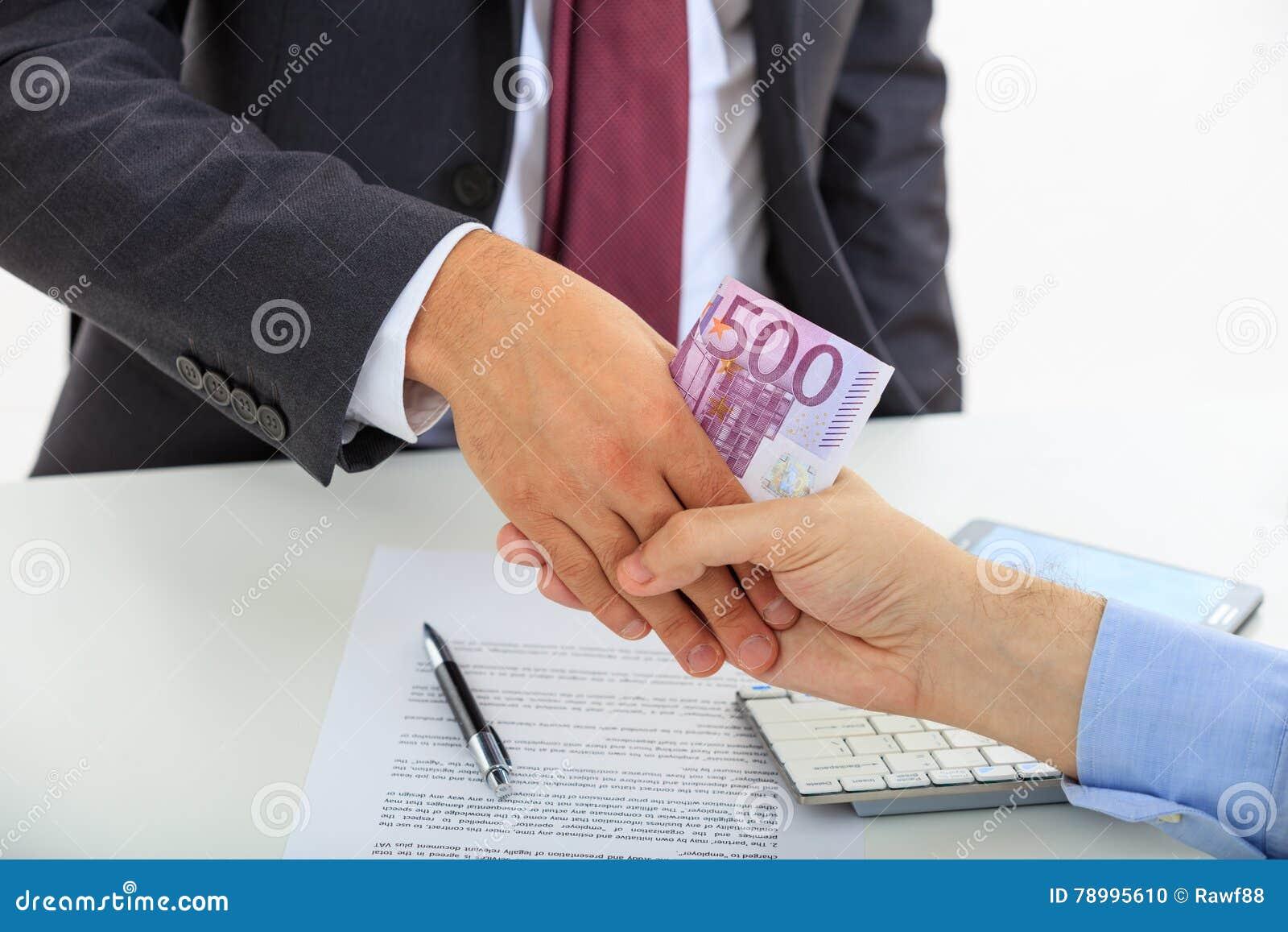 Рукопожатие с деньгами