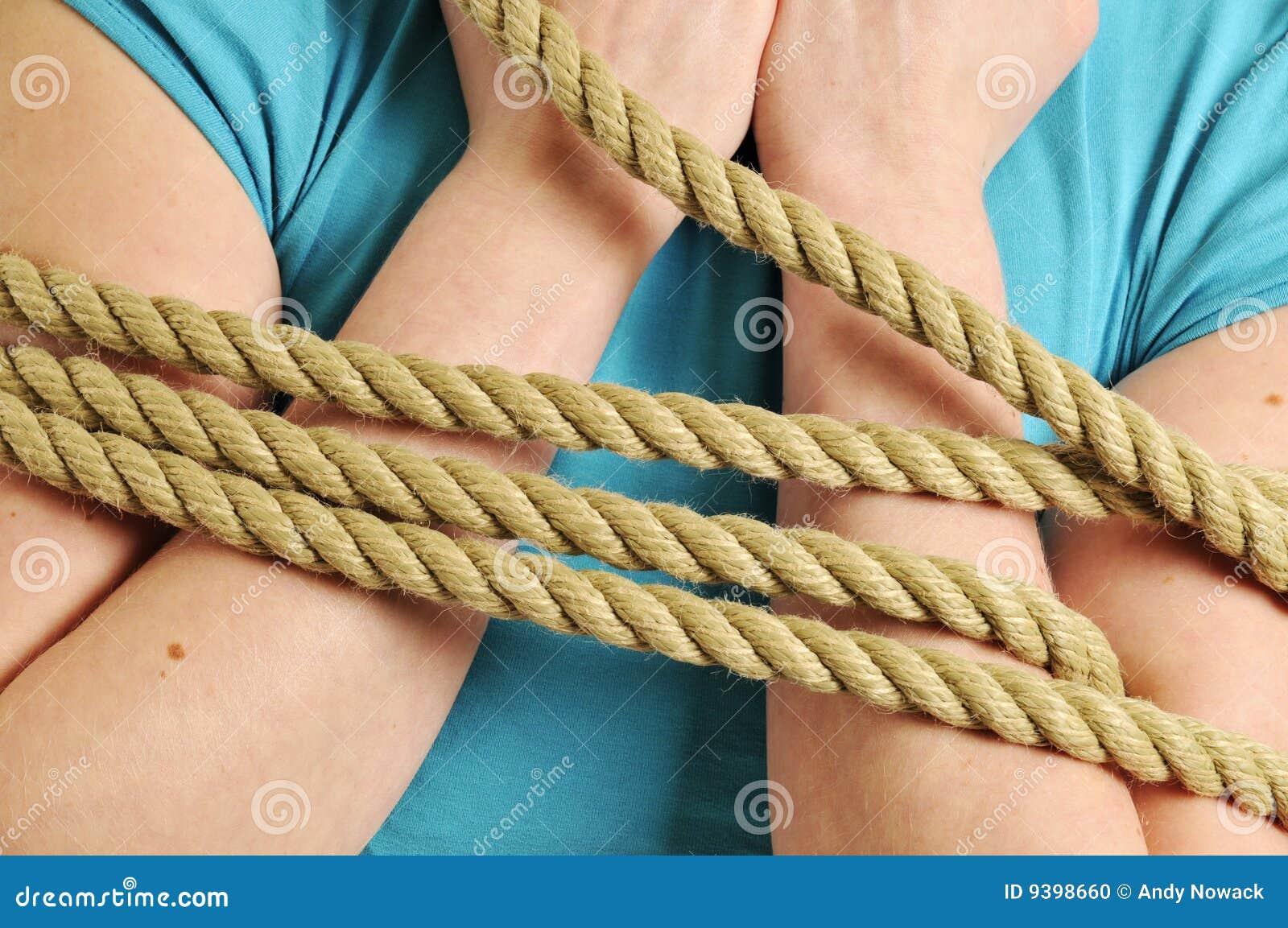 Связанная веревкой девушка 4 фотография