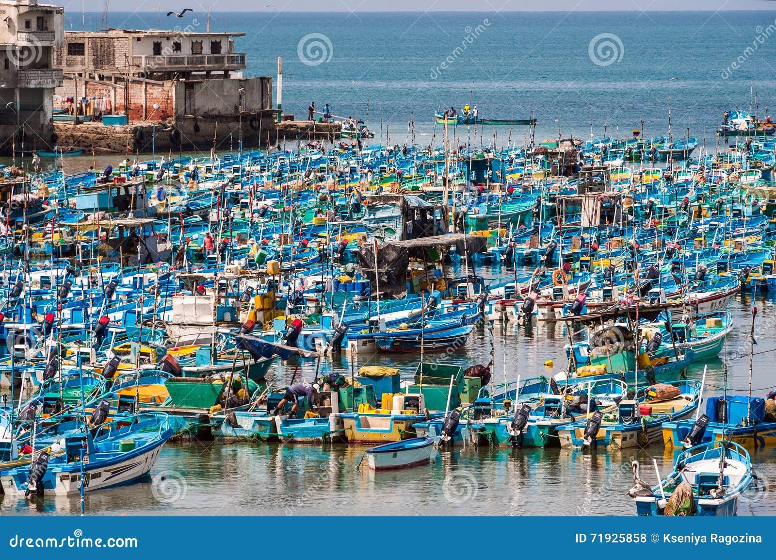 Рыбацкие лодки в заливе Santa Rosa в эквадоре