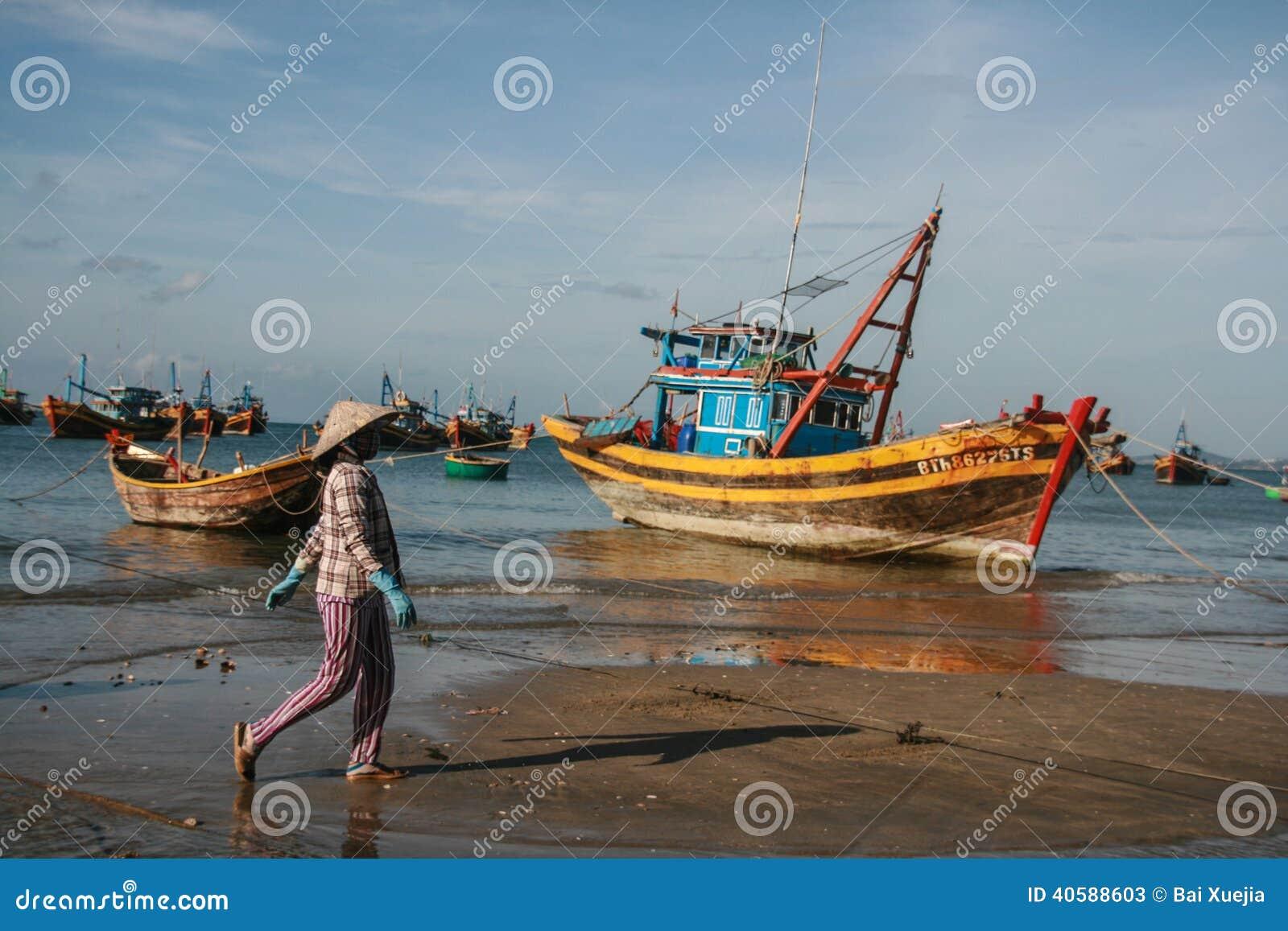 Рыбацкие лодки в море в Вьетнаме